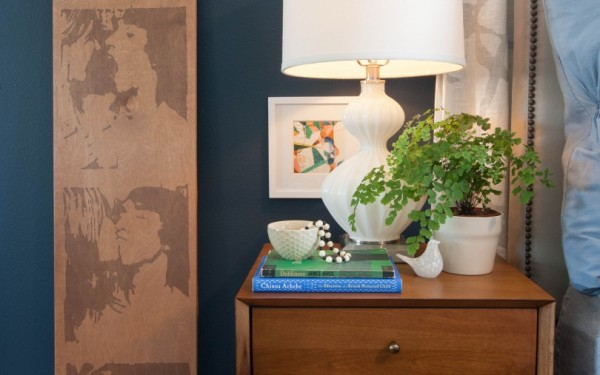 navy-walls-nightstand