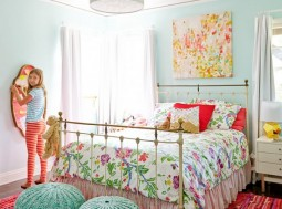 tween-girl-bedroom-antique-bed