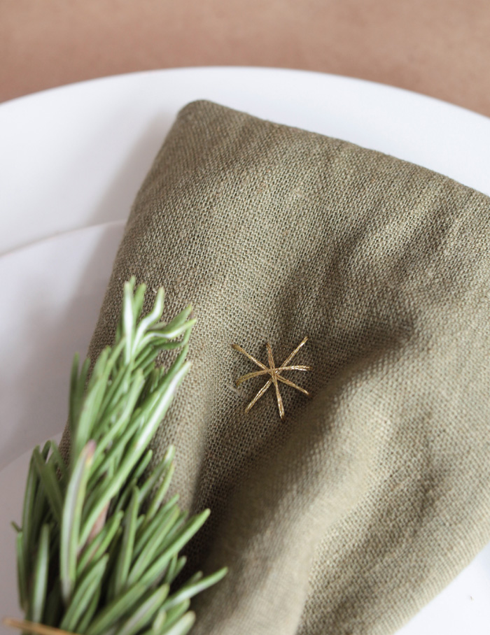 Holiday Tablescape_linen napkin holder wire gold