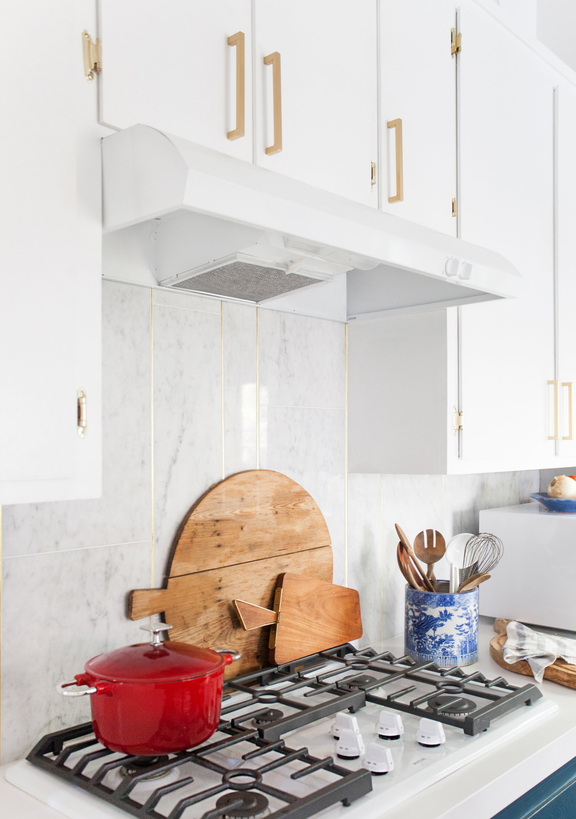 kitchen_after_emily henderson blue white brass stove