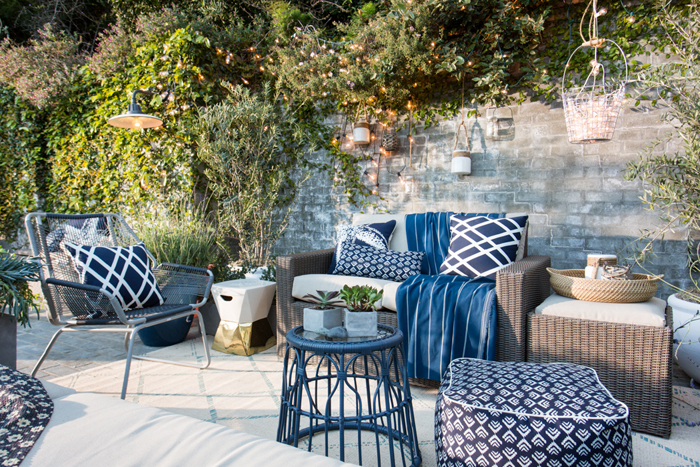 Navy_And_White_Backyard_Patio