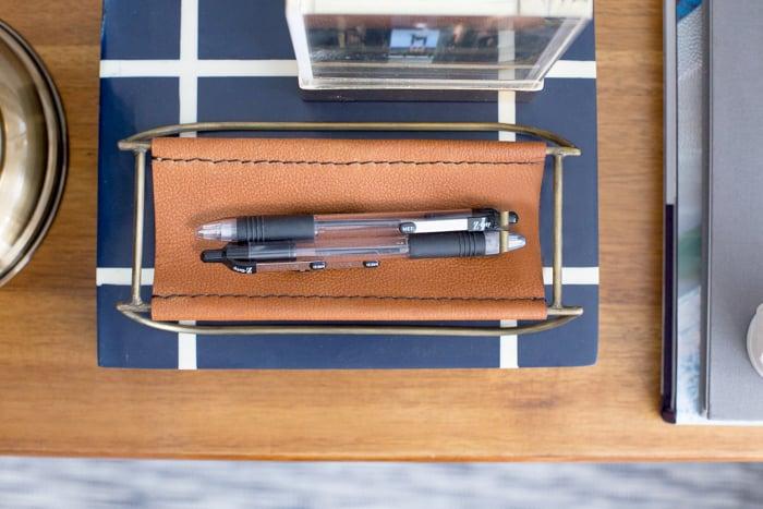 Emily_Henderson_1_Shelf_4_Ways_Scholarly_Leather_Pencil_Sling