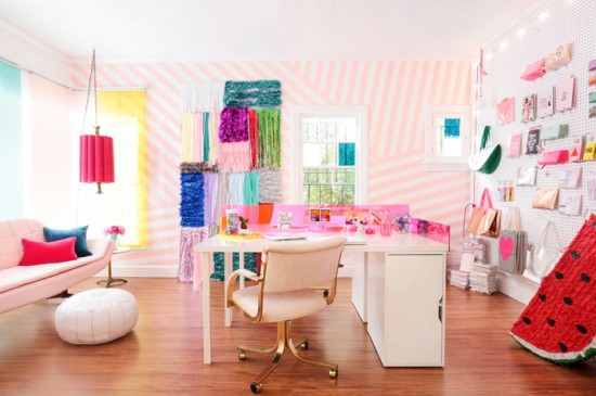 Pink_Candy_Striped_Wall