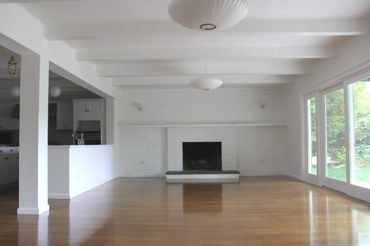 Bright_White_Living_Room