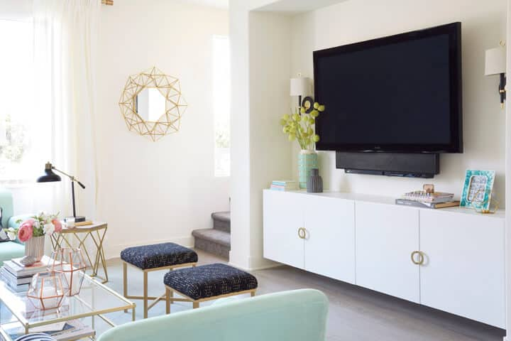 TV_Credenza_Styling_Bright_Living_Room