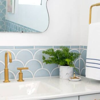 Emily_Henderson_Master_Bathroom_Scallop_Tiles