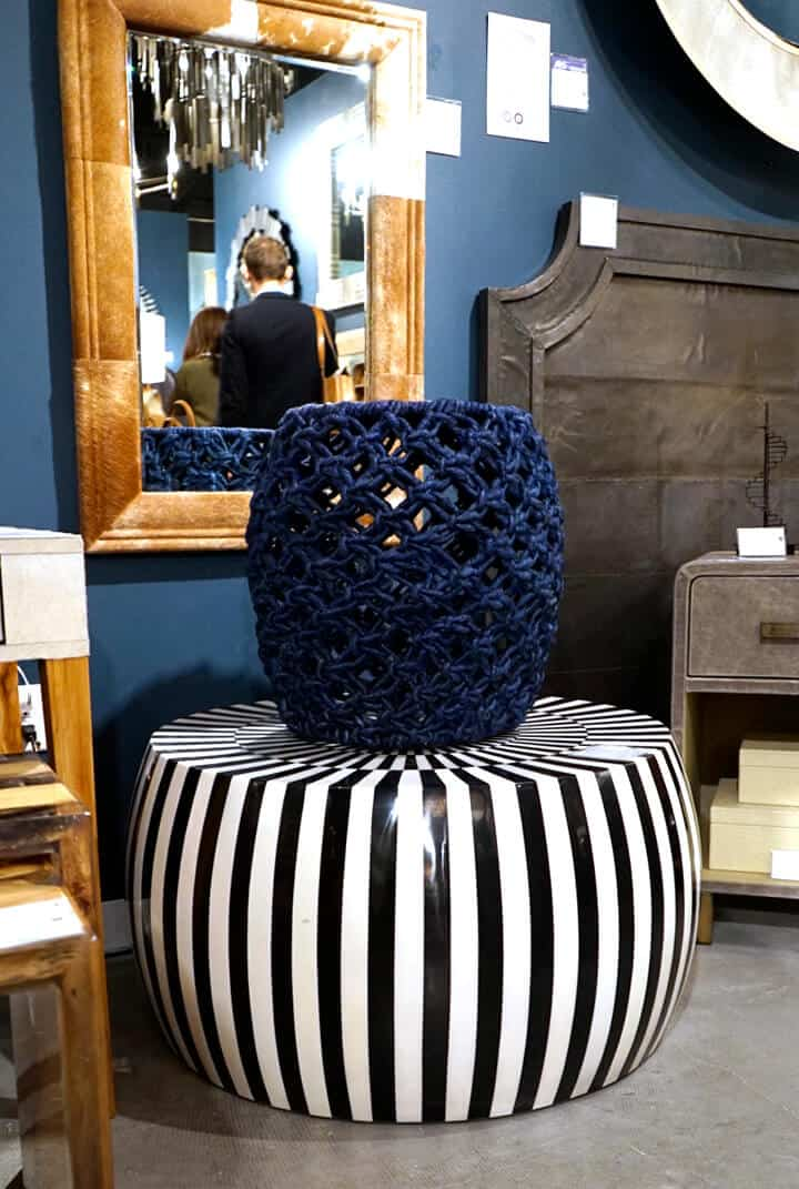 Dramatic_Accent_Table_Striped