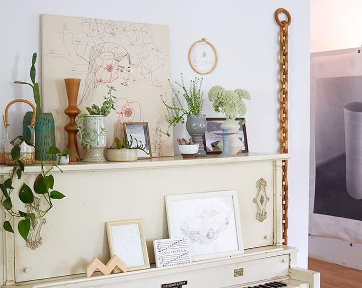 Emily_Katz_Livingroom_Shelfing