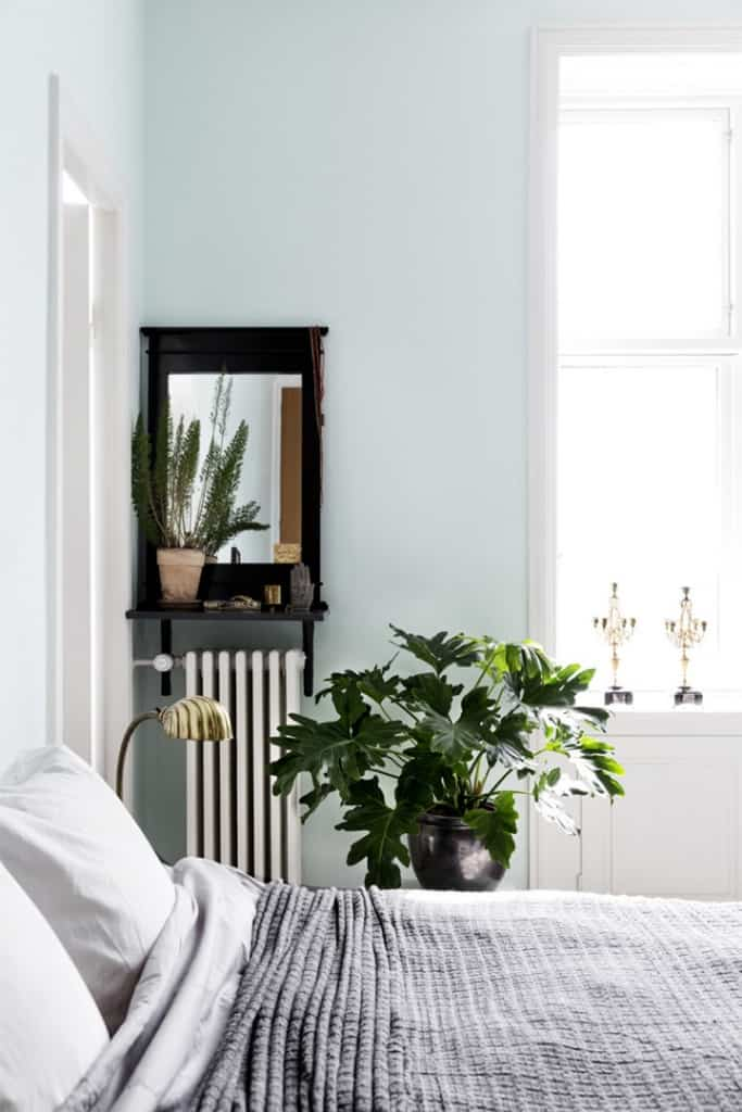 Minimal_Bright_Blue_Bedroom_101