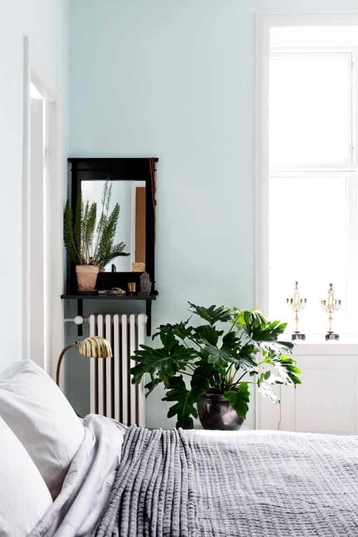 Minimal_Bright_Blue_Bedroom_101