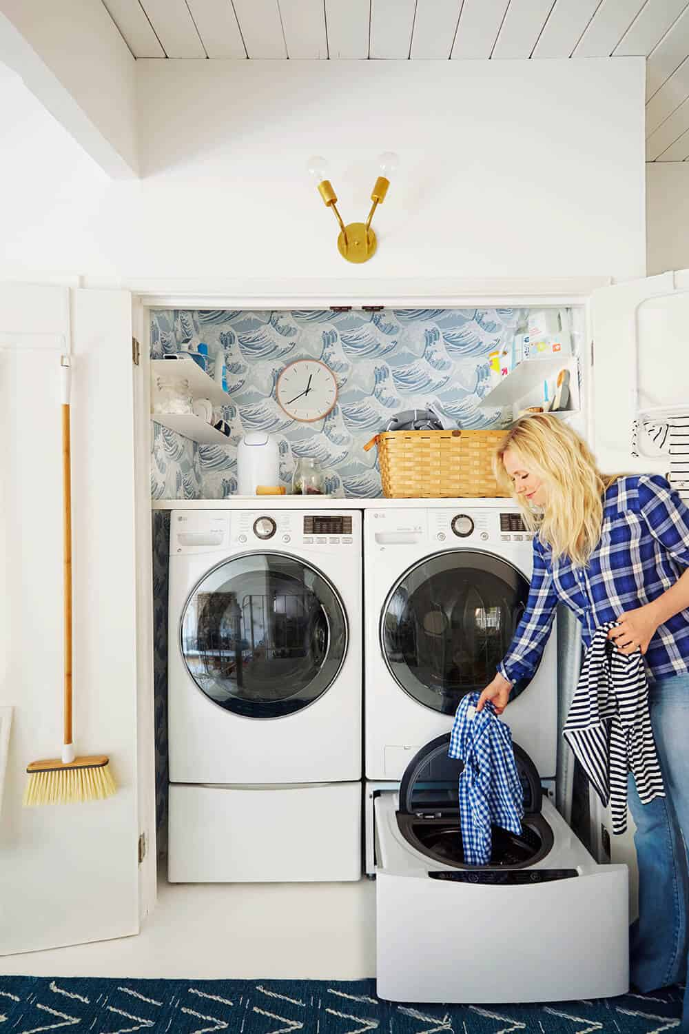 Laundry Room_Emily Henderson_Big Wave Wallpaper_Blue_LG_3