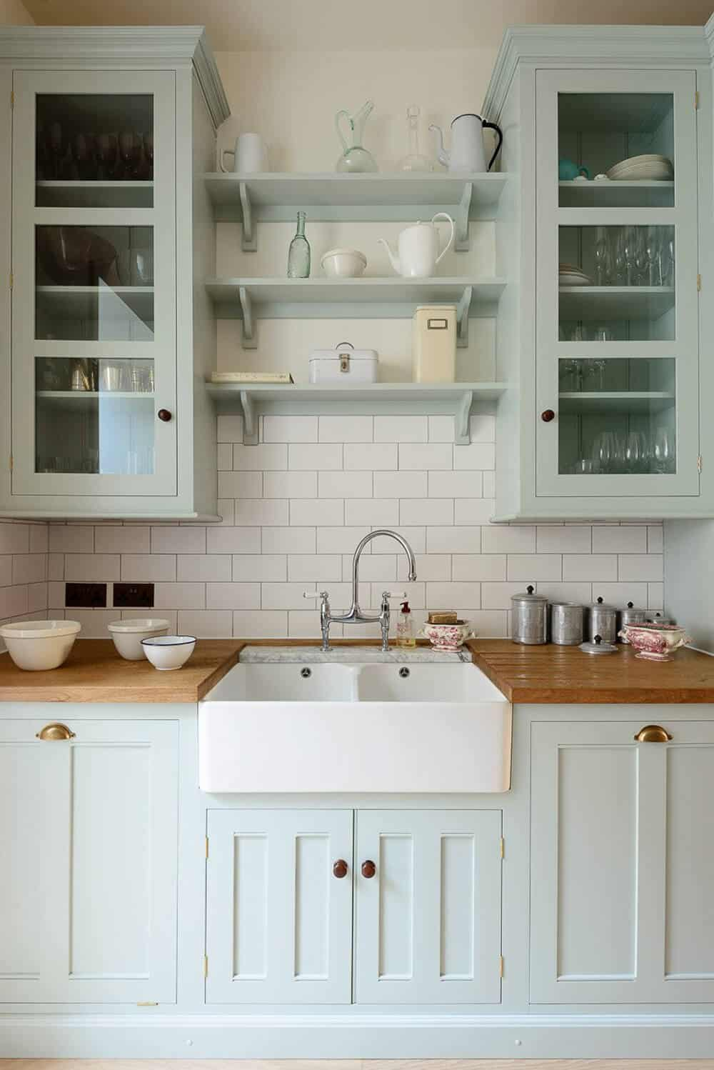 https://stylebyemilyhenderson.com/wp-content/uploads/2016/09/Devol-Kitchens__English-Shaker_Traditional-Design_Kitchen_Simple_Tudor_Country_Designer-Spotlight_Emily-Henderson_Inspiration_4.jpg