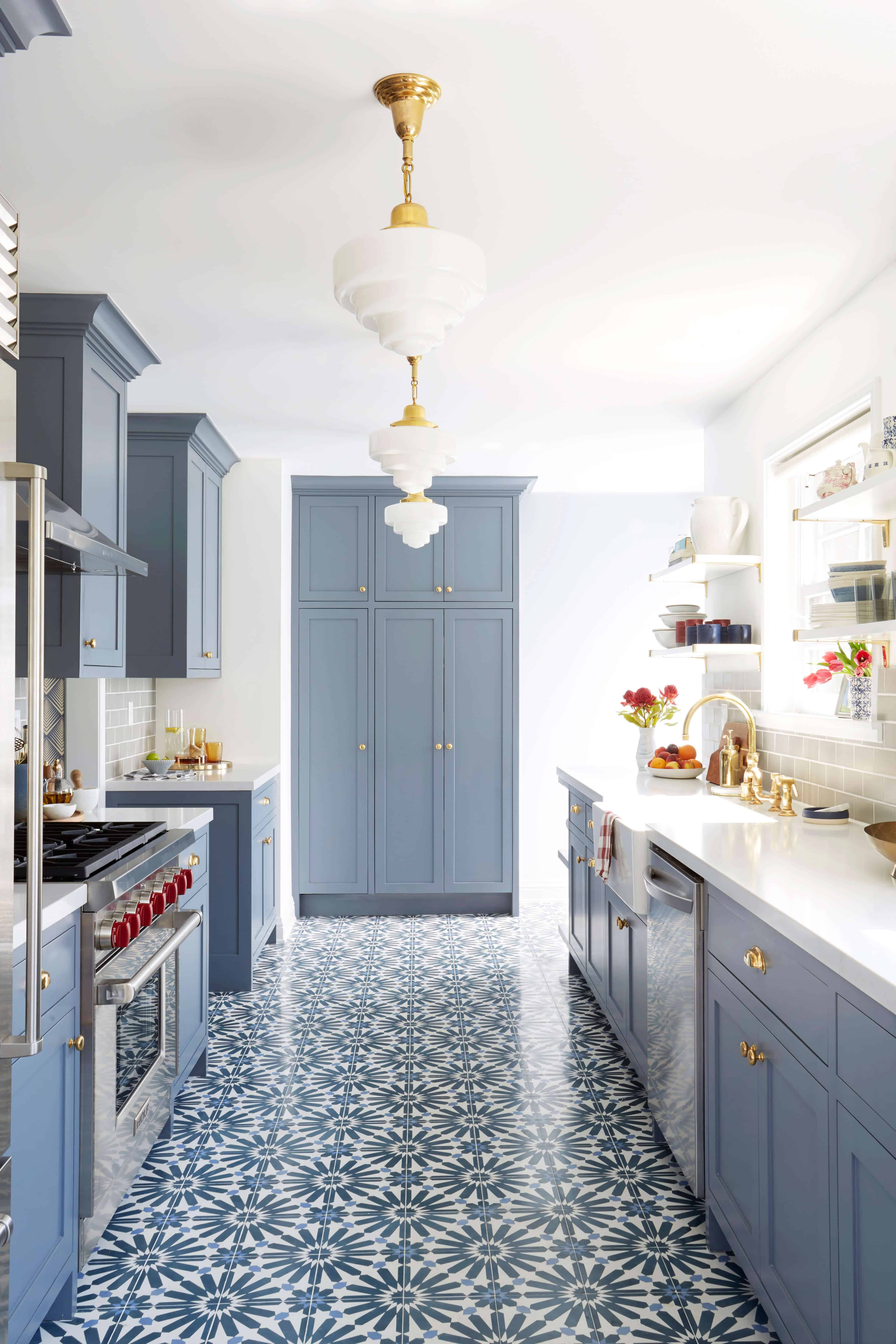 Great SILVER LAKE HILLS KITCHEN REVEAL.  Emily_henderson_ginny_macdonald_deco_lights