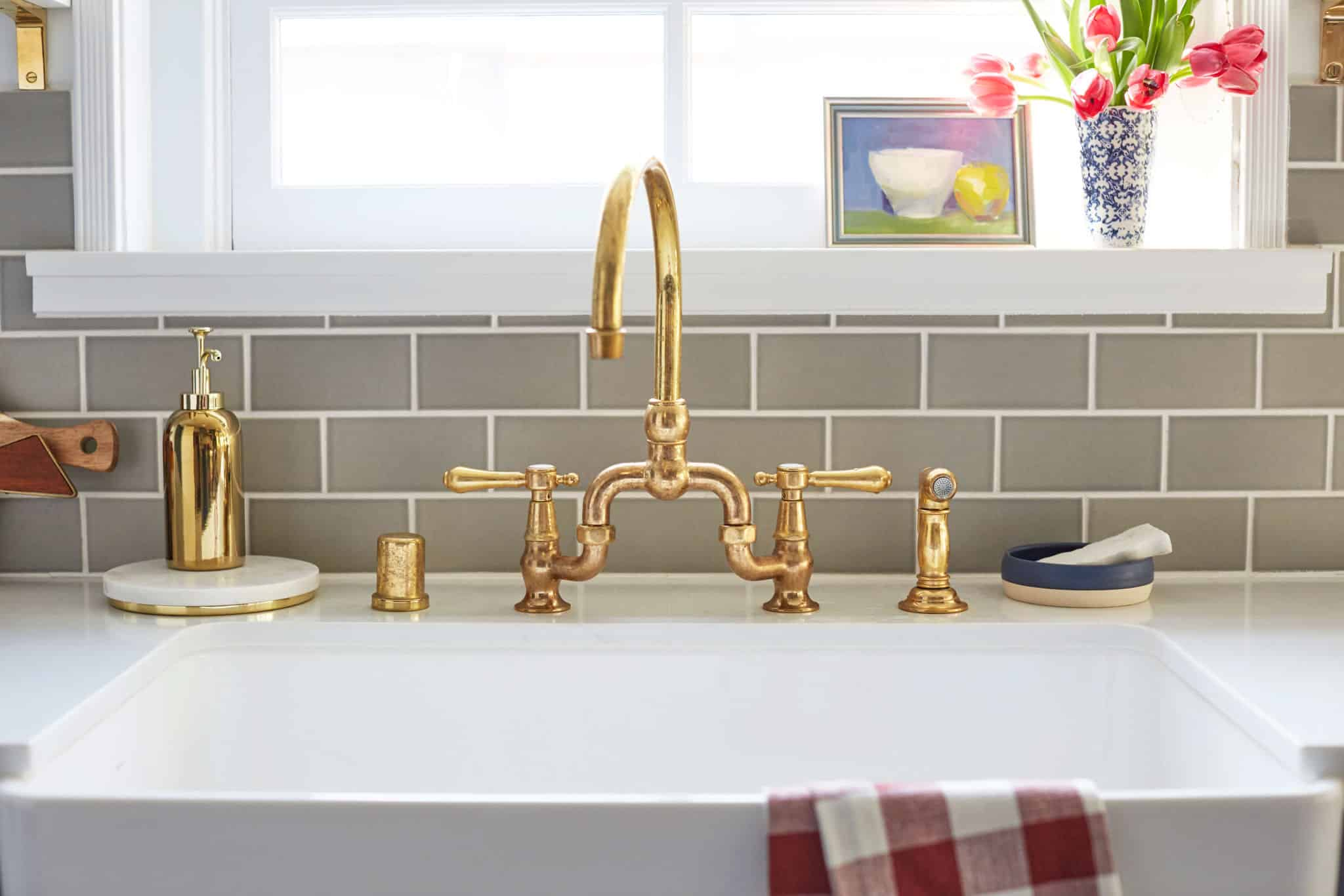 emily-_henderson_ginny_macdonald_arched_faucet