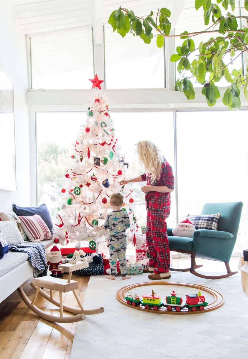 emily-henderson_christmas_holiday-decorating_target_green_red_traditional_decor_29