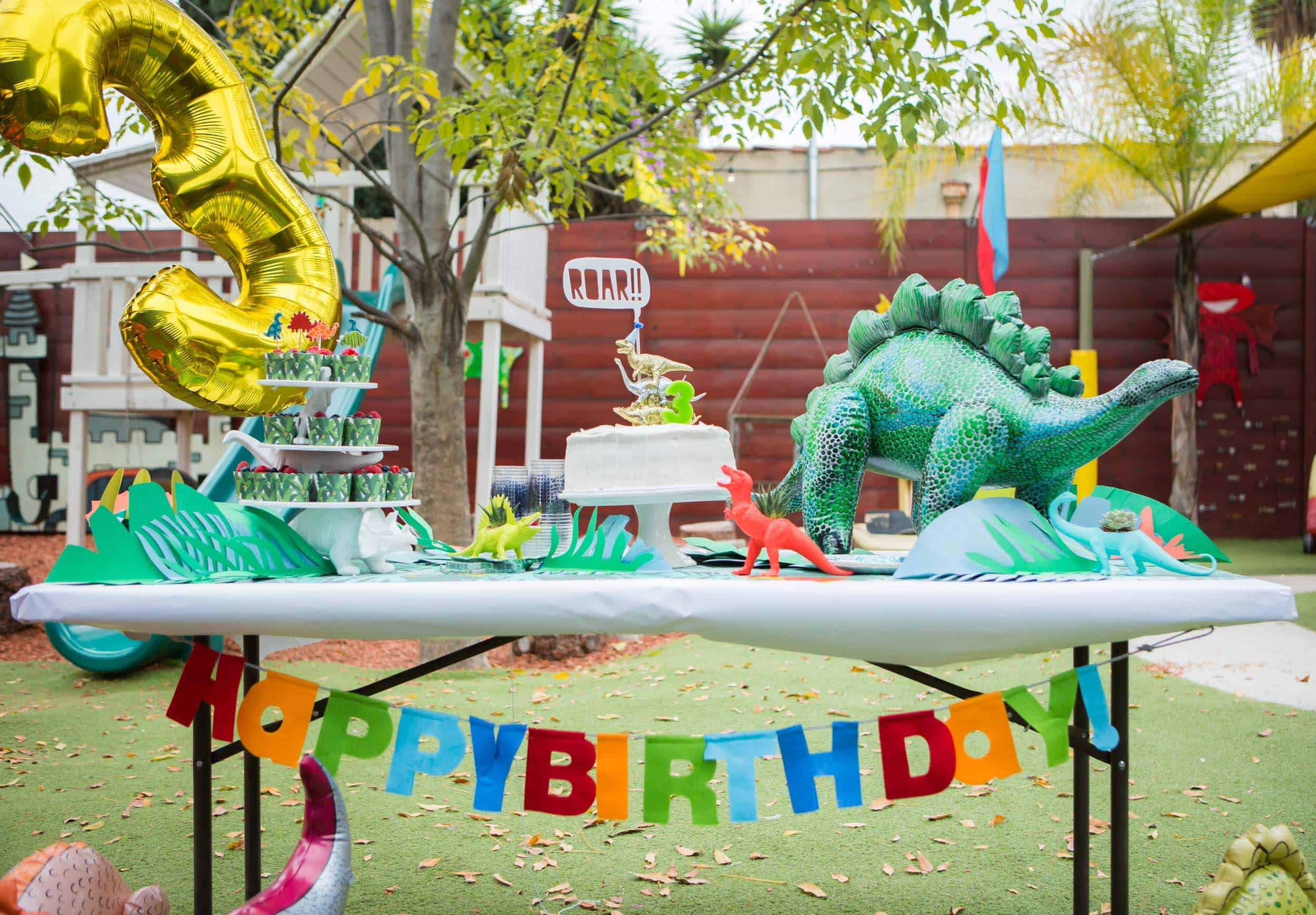 emily-henderson_family_charlie-3rd-birthday_dinosaur_themed-party_17