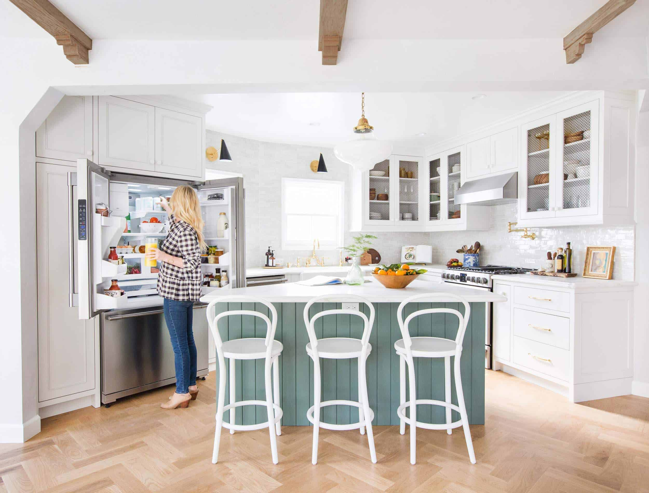 emily-henderson_frigidaire_kitchen-reveal_waverly_english-modern_edited-beams_13