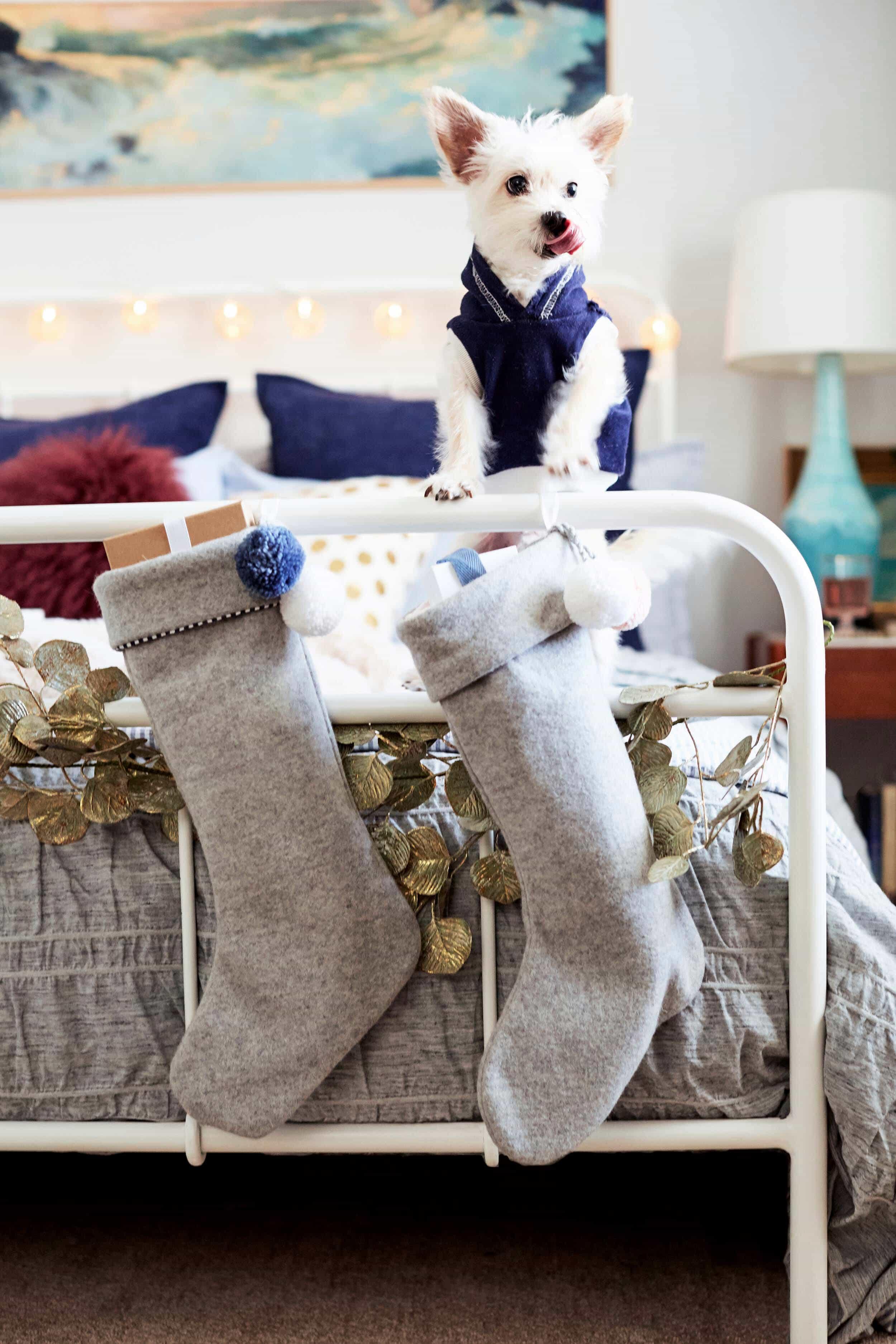emily-henderson_ginny_bedroom_christmas-2016_17_revised