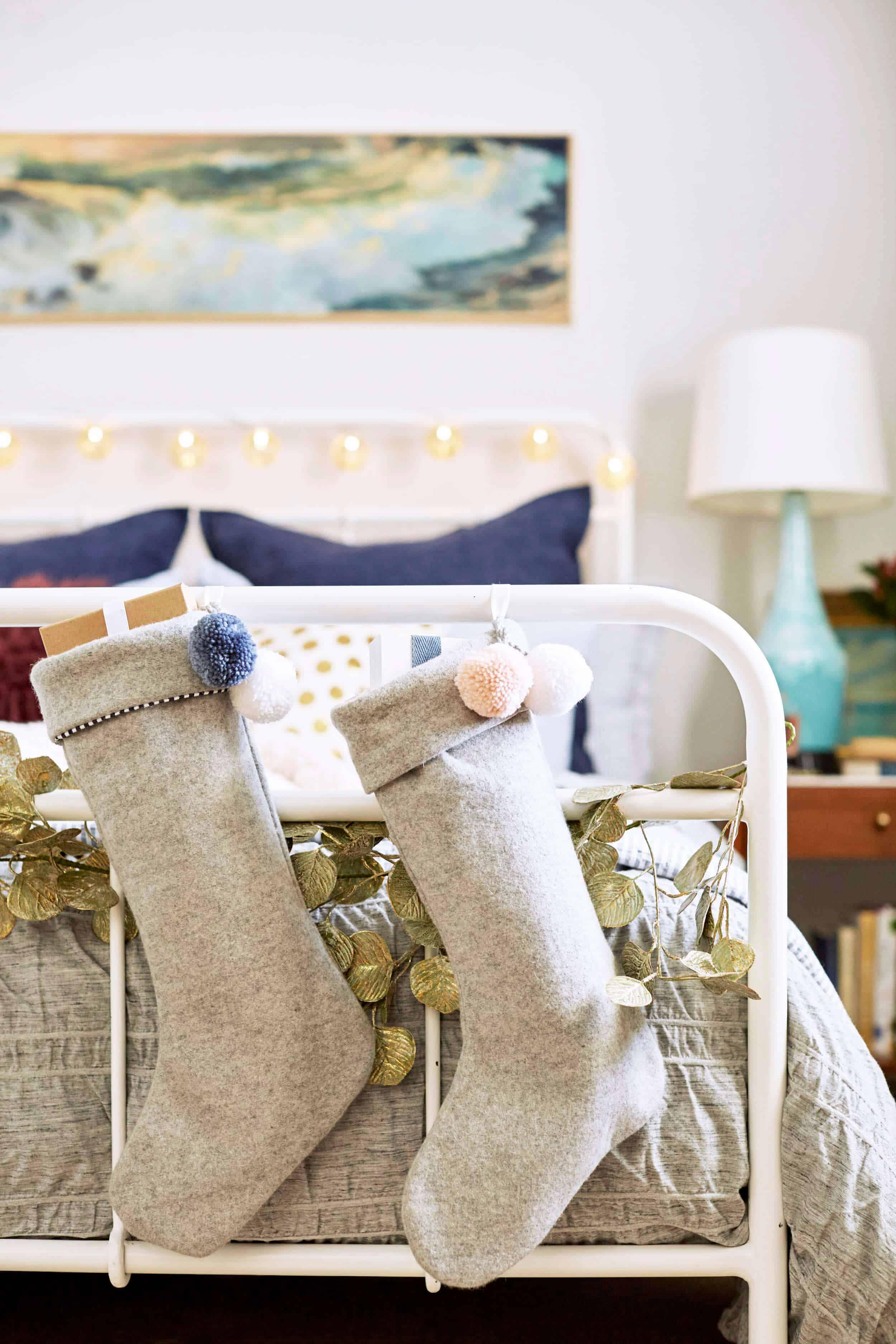 emily-henderson_ginny_bedroom_christmas-2016_29_revised