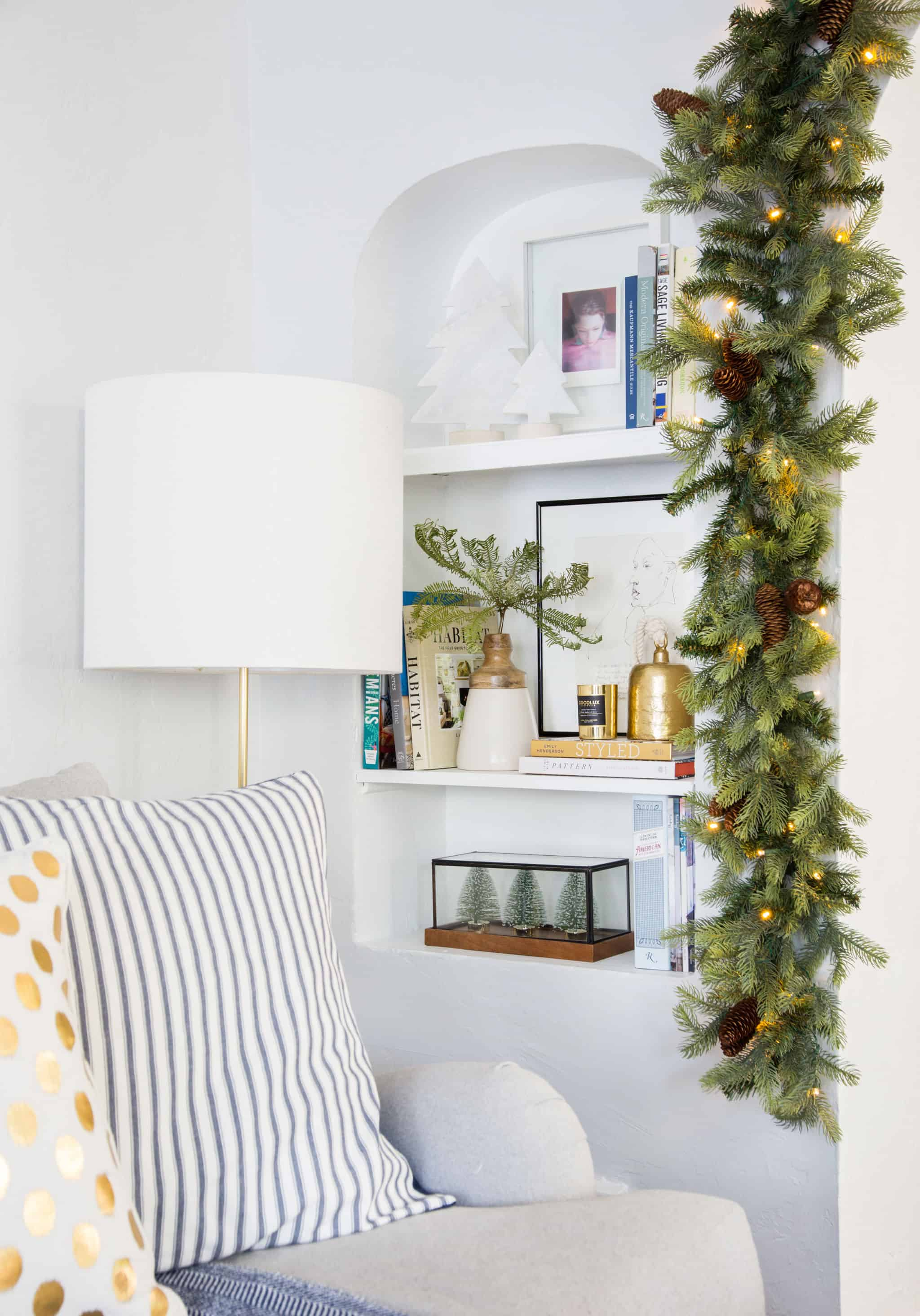 emily-henderson_holiday-decorating_ginny_living-room_dining-room_christmas_white-neutral_cozy-cottage_11