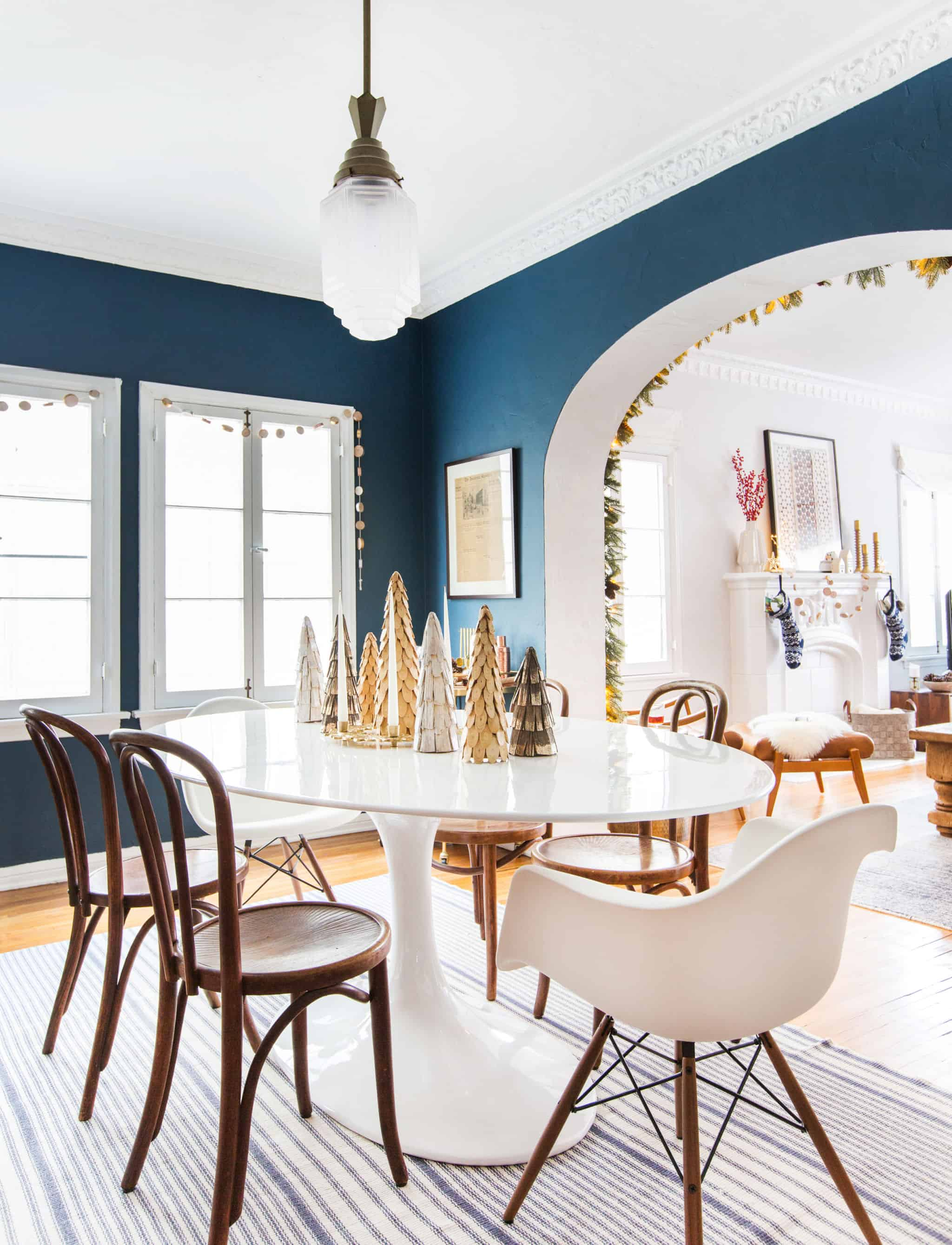 emily-henderson_holiday-decorating_ginny_living-room_dining-room_christmas_white-neutral_cozy-cottage_21