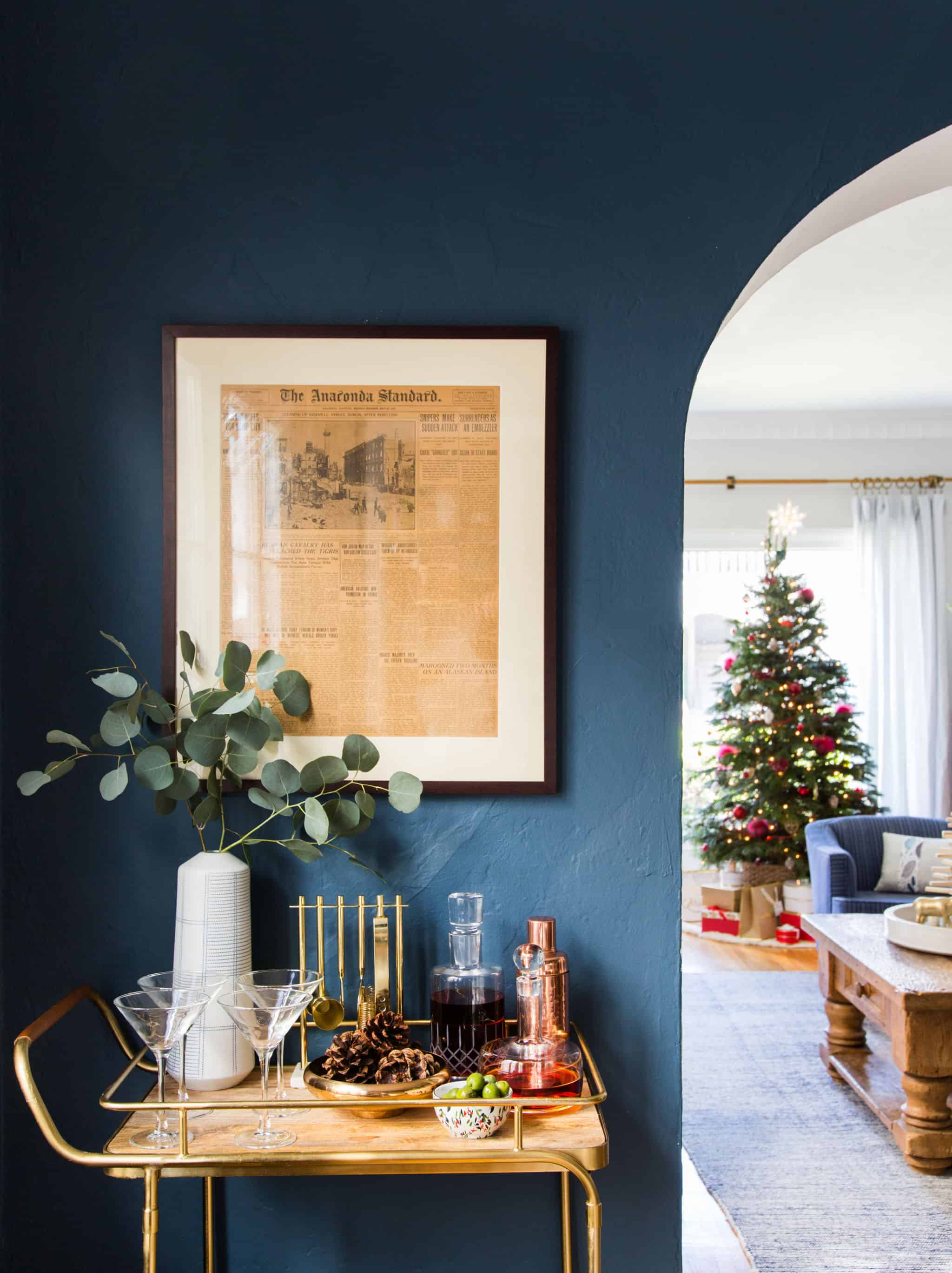 emily-henderson_holiday-decorating_ginny_living-room_dining-room_christmas_white-neutral_cozy-cottage_7