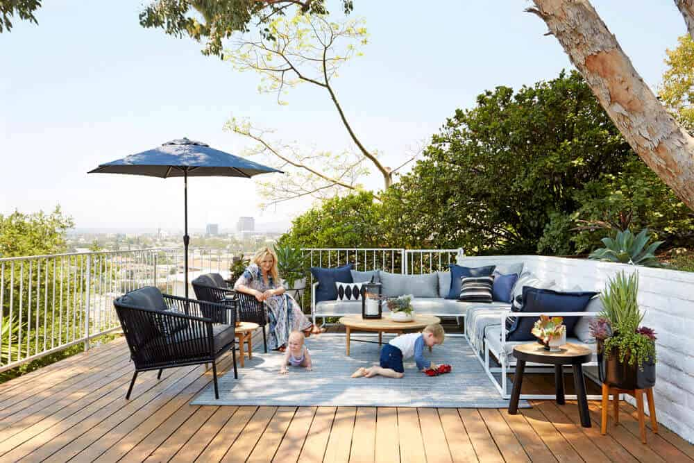 Emily-Henderson-Oberlin-Patio-Wood-Naturally-Deck-Stain-2
