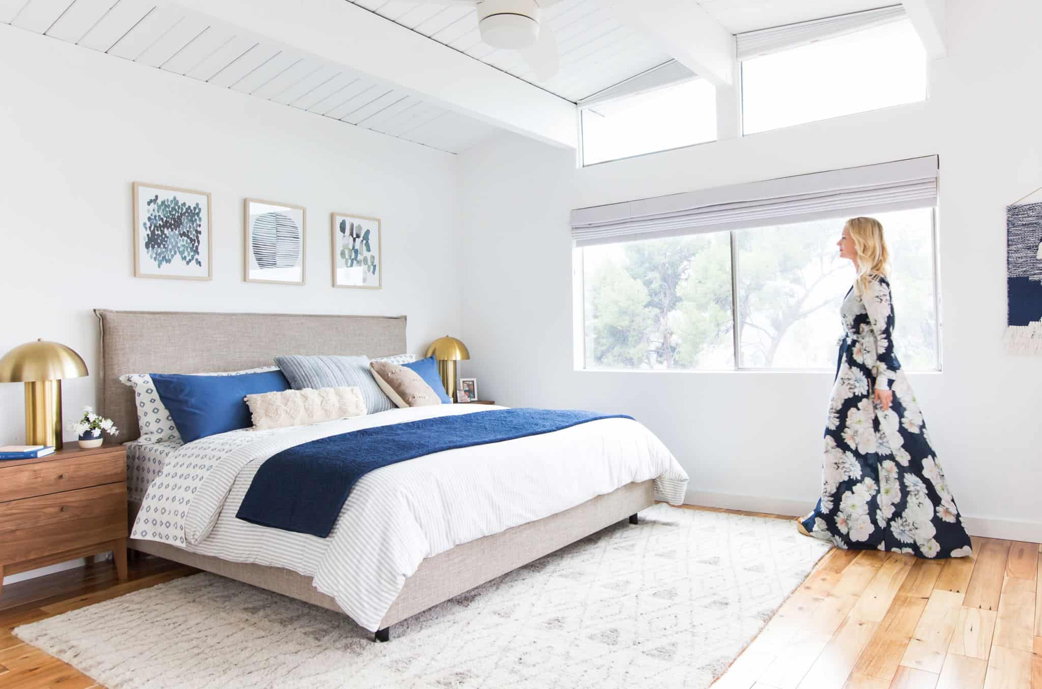 emily-henderson_master-bedroom_target_bedding_layered_light_texture_blue_white_brass_masculine_soft_15