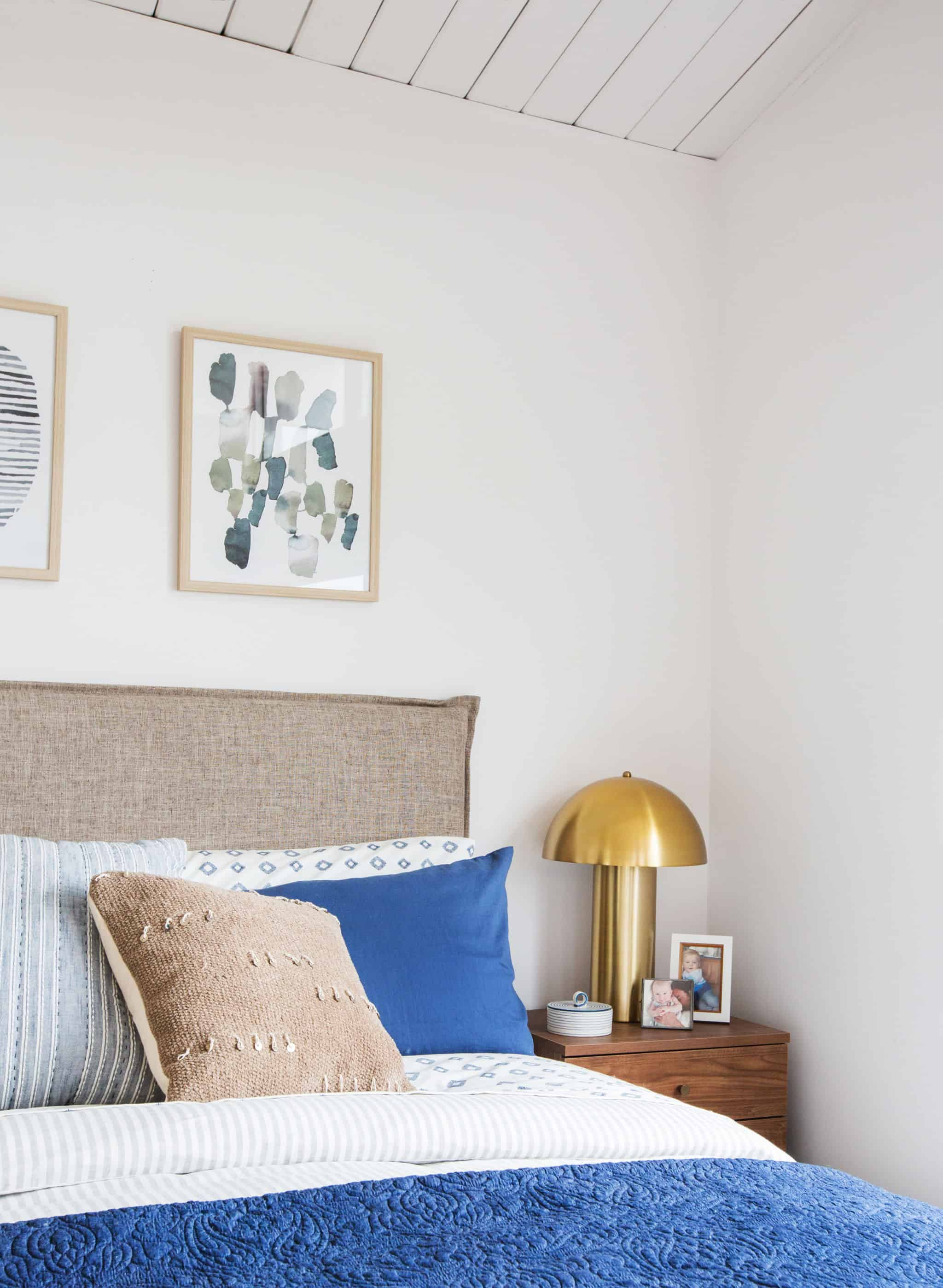 emily-henderson_master-bedroom_target_bedding_layered_light_texture_blue_white_brass_masculine_soft_2