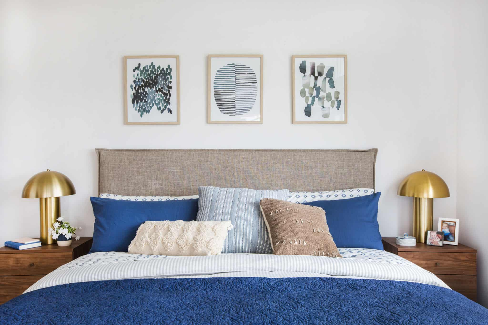 emily-henderson_master-bedroom_target_bedding_layered_light_texture_blue_white_brass_masculine_soft_4