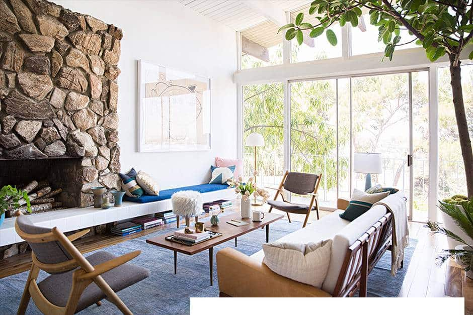 at-home-with-emily-henderson-emily-henderson-home-tour-blue-and-white-and-wood-living-room-5409bbe2e40e13ec555b4276-w940_h627