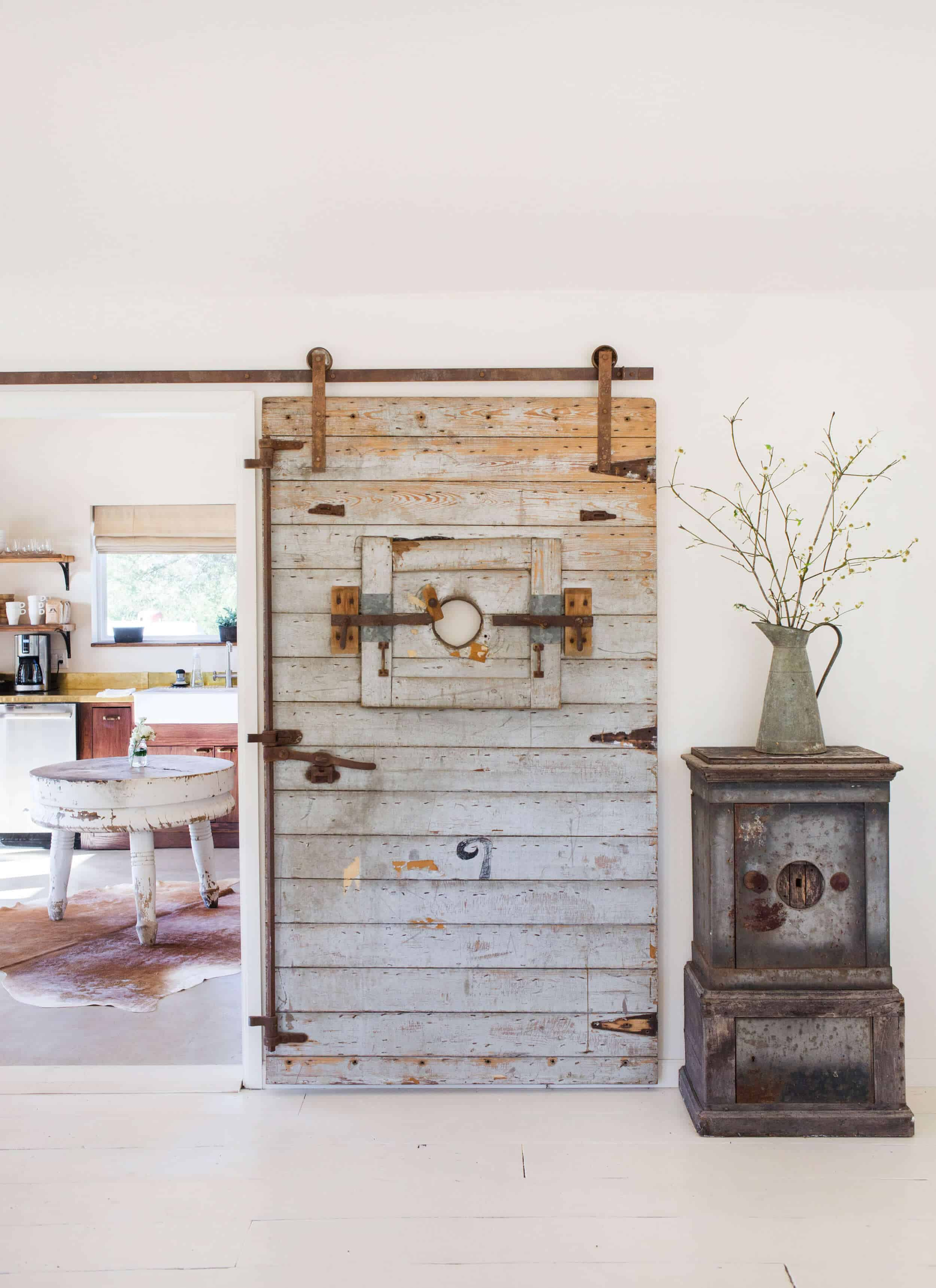 Emily-Henderson_Round-Top_Texas_Antique_Flea-Market_Shopping_EHD-Team_Event-Space_Modern-Farmhouse_Rustic_The-Vintage-Roundtop_22