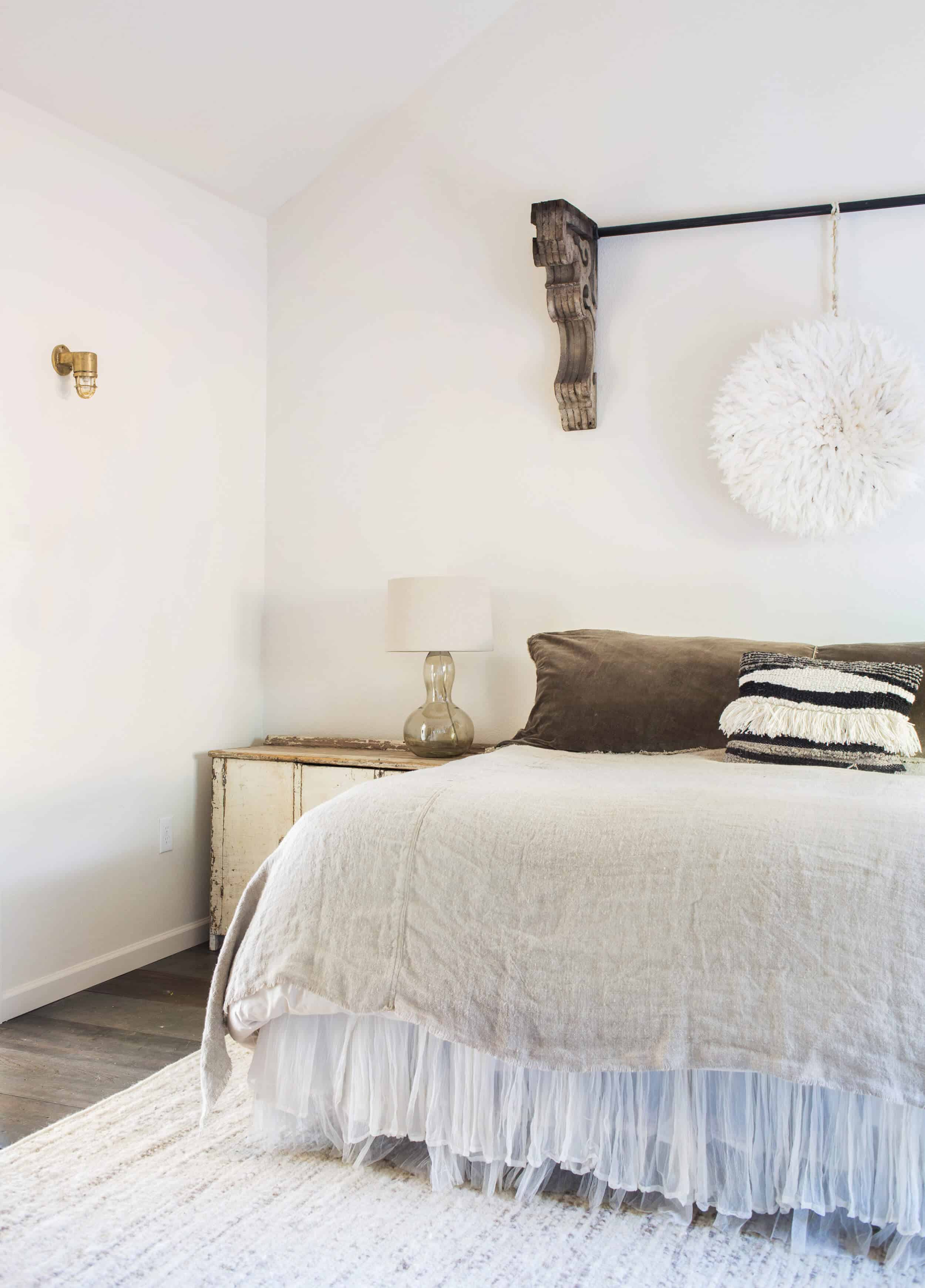 Emily-Henderson_Round-Top_Texas_Antique_Flea-Market_Shopping_EHD-Team_Event-Space_Modern-Farmhouse_Rustic_The-Vintage-Roundtop_33
