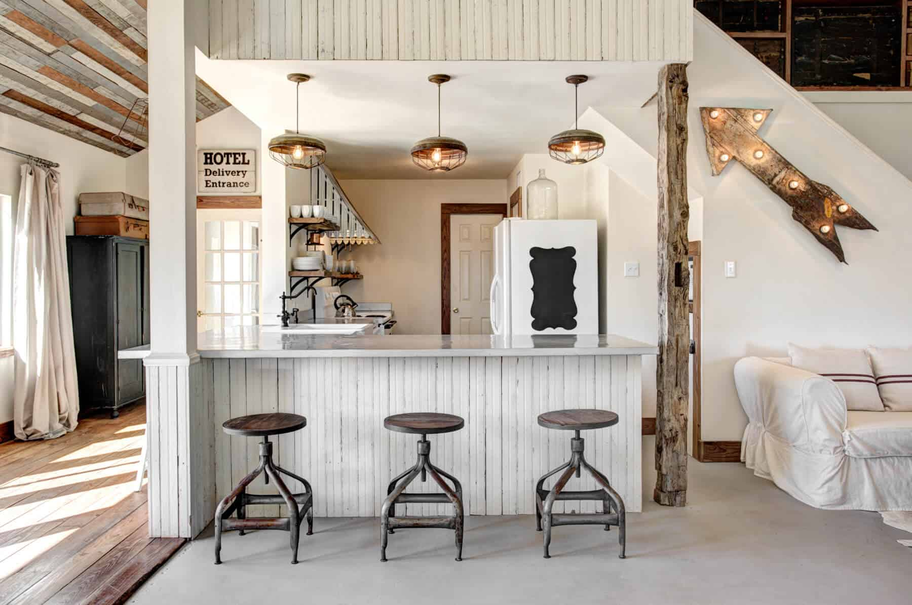 Emily-Henderson_Round-Top_Texas_Antique_Flea-Market_Shopping_EHD-Team_Event-Space_Modern-Farmhouse_Rustic_The-Vintage-Roundtop_42