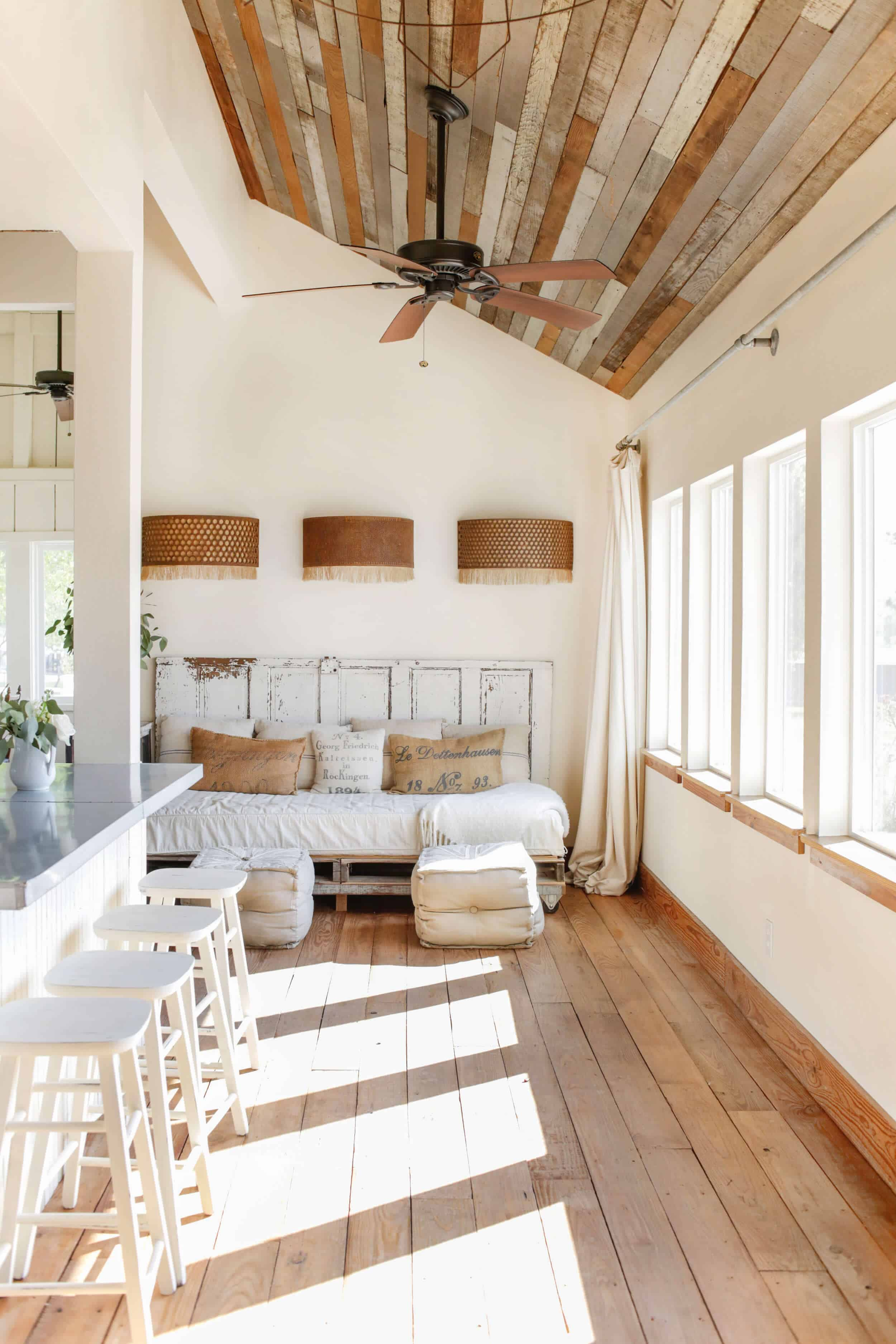 Emily-Henderson_Round-Top_Texas_Antique_Flea-Market_Shopping_EHD-Team_Event-Space_Modern-Farmhouse_Rustic_The-Vintage-Roundtop_7