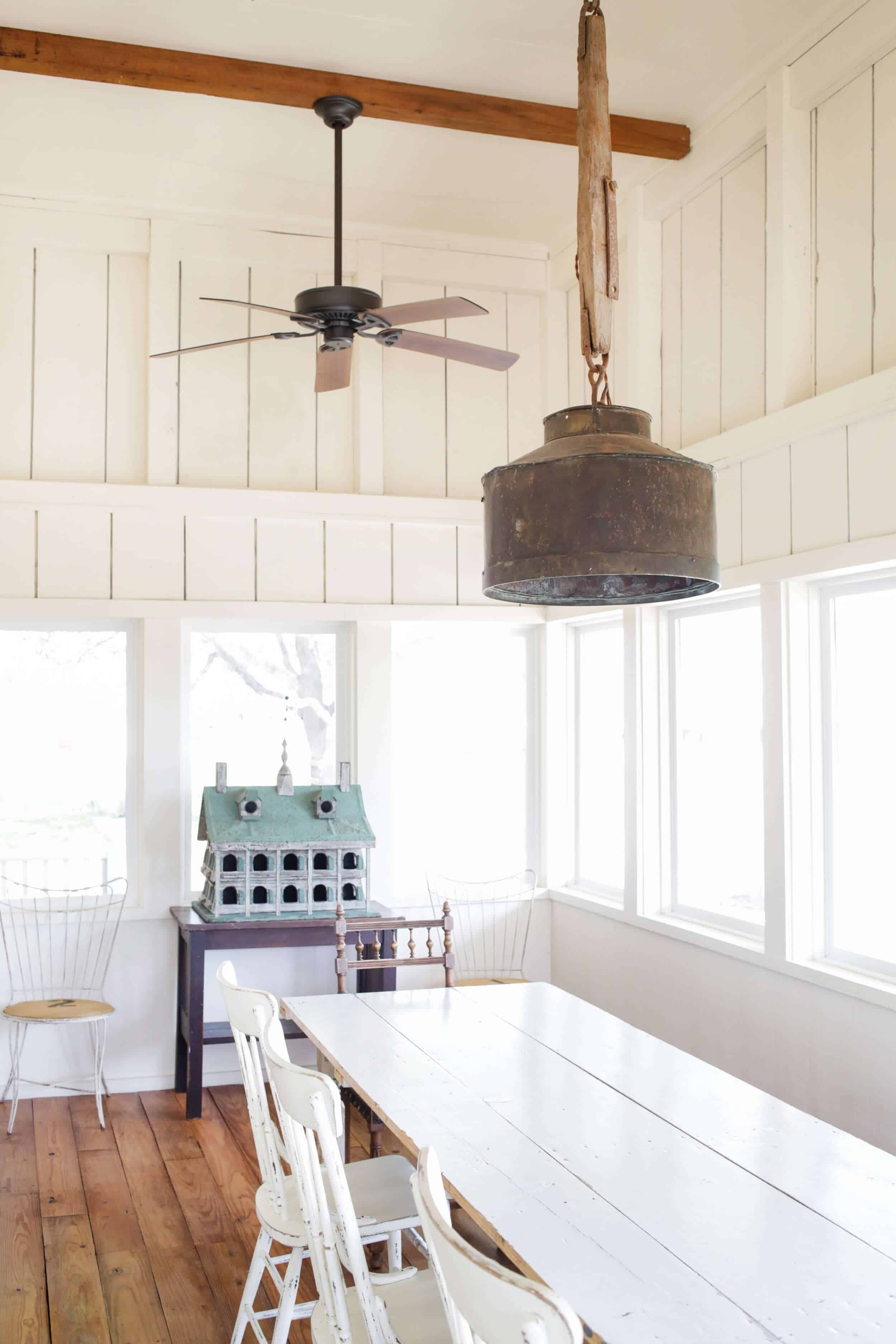 Emily-Henderson_Round-Top_Texas_Antique_Flea-Market_Shopping_EHD-Team_Event-Space_Modern-Farmhouse_Rustic_The-Vintage-Roundtop_8