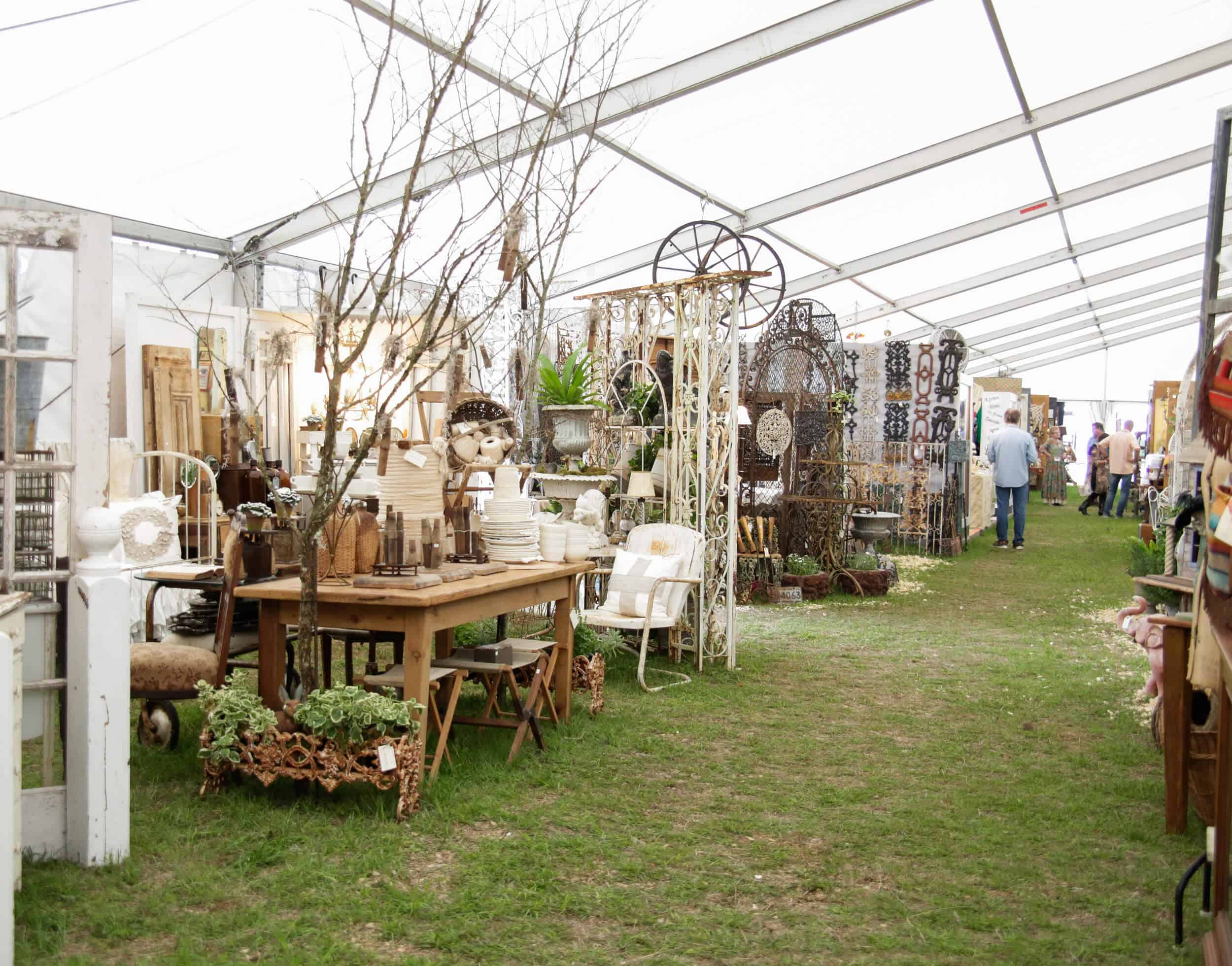 Emily-Henderson_Round-Top_Texas_Antique_Flea-Market_Shopping_EHD-Team_Intro-Post_7