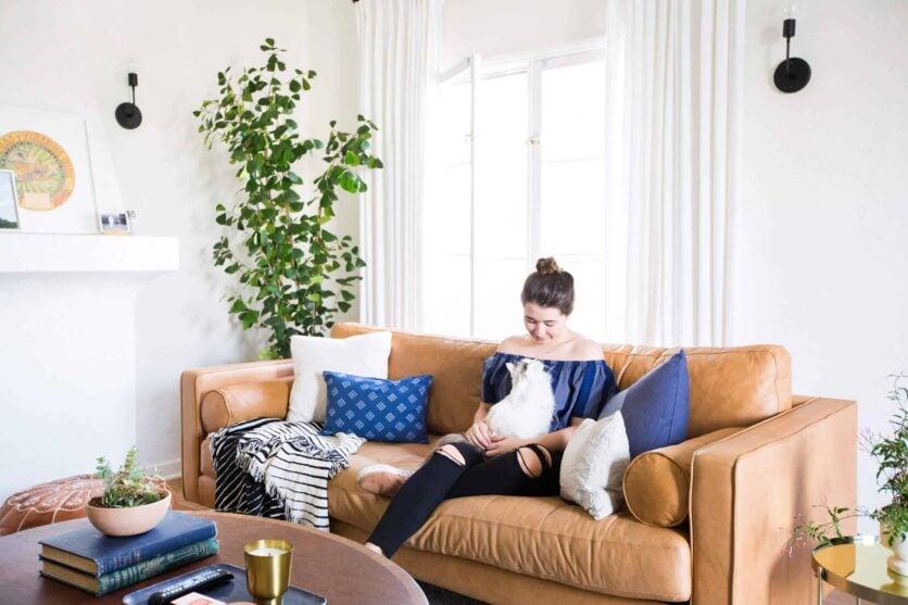 Emily-Henderson_Sara_MOTO_Neutral_Cozy_Masculine_Living-Room_9