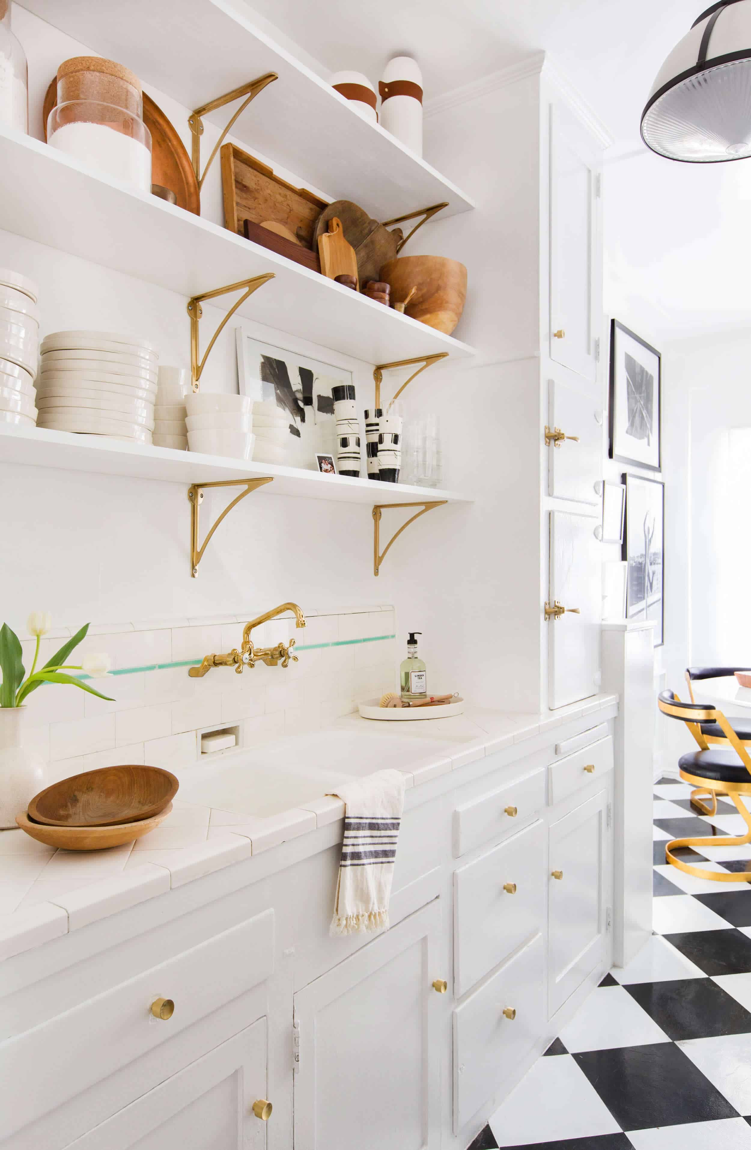 Brady-Tolbert_Emily-Henderson_Black-and-White-Kitchen_Vintage_Apartment-Refresh_Wood_Brass_Checkered-Floor_Copper-Pots_Eclectic_Glam_Modern_Traditional_19