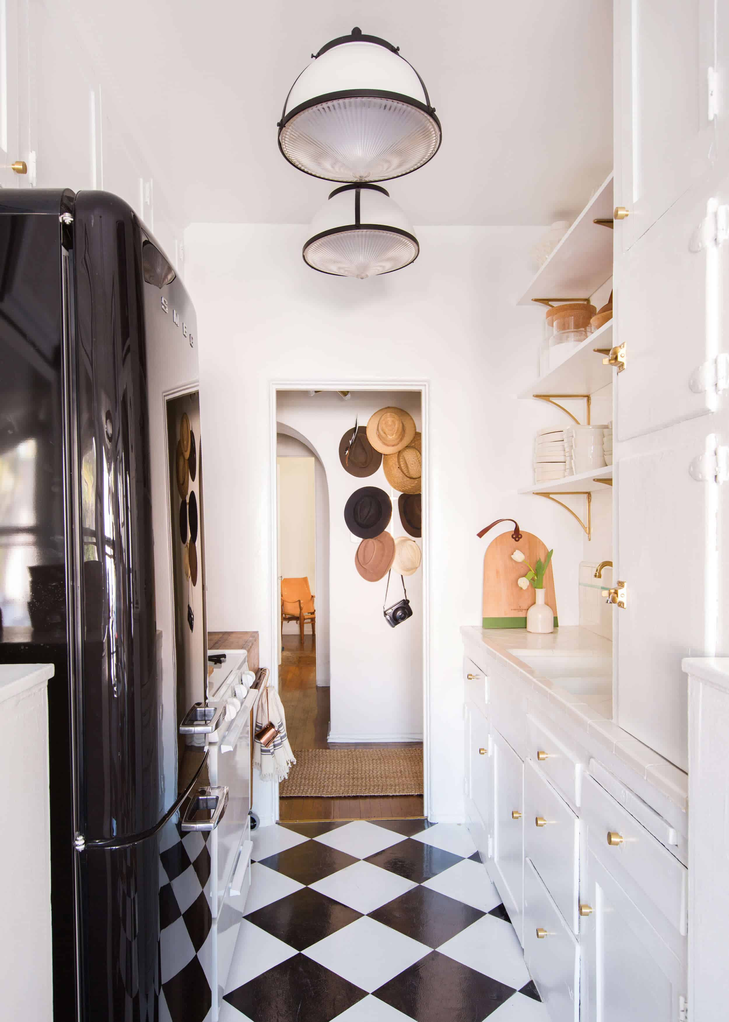 Brady-Tolbert_Emily-Henderson_Black-and-White-Kitchen_Vintage_Apartment-Refresh_Wood_Brass_Checkered-Floor_Copper-Pots_Eclectic_Glam_Modern_Traditional_22