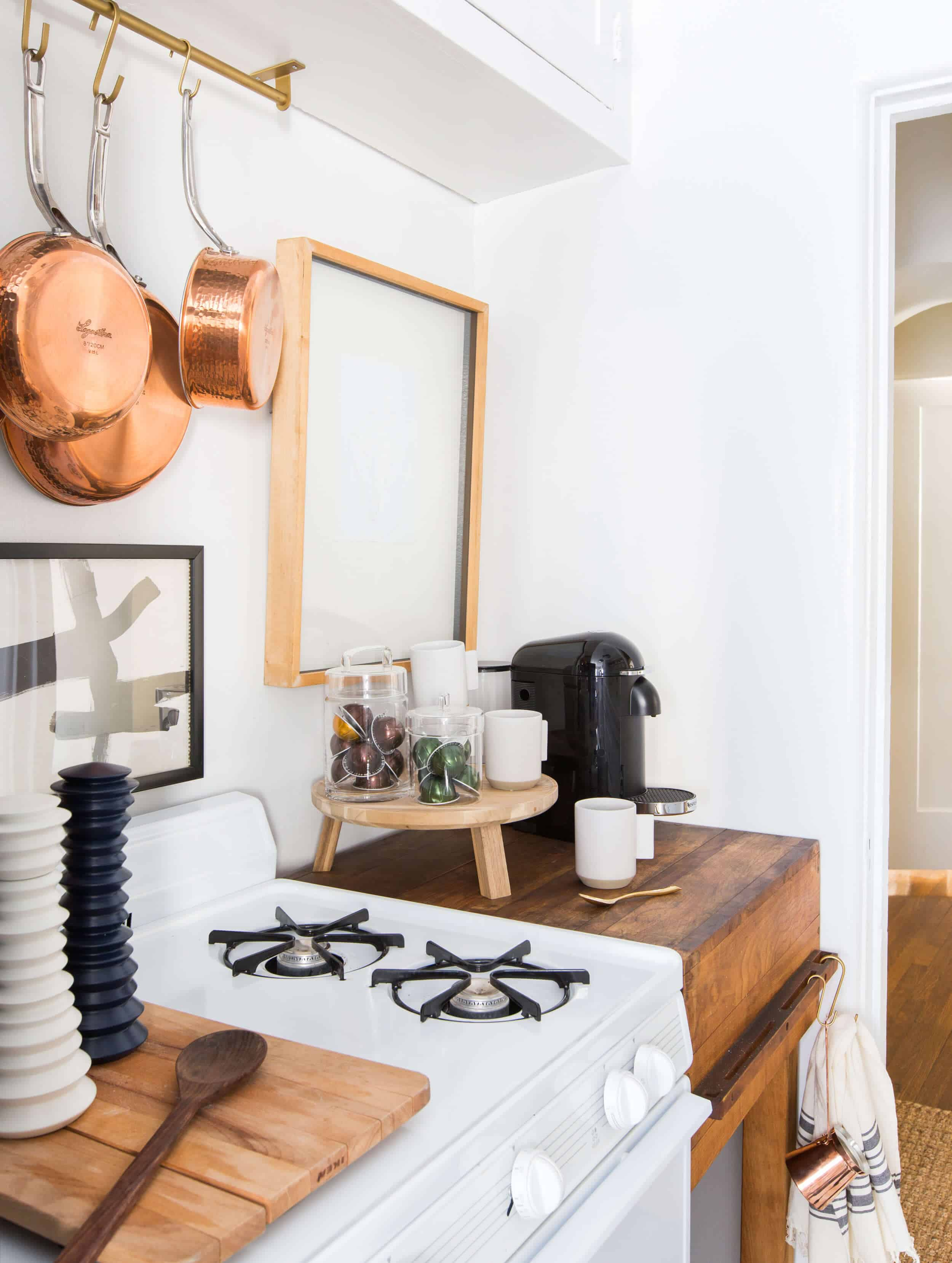 Brady-Tolbert_Emily-Henderson_Black-and-White-Kitchen_Vintage_Apartment-Refresh_Wood_Brass_Checkered-Floor_Copper-Pots_Eclectic_Glam_Modern_Traditional_27