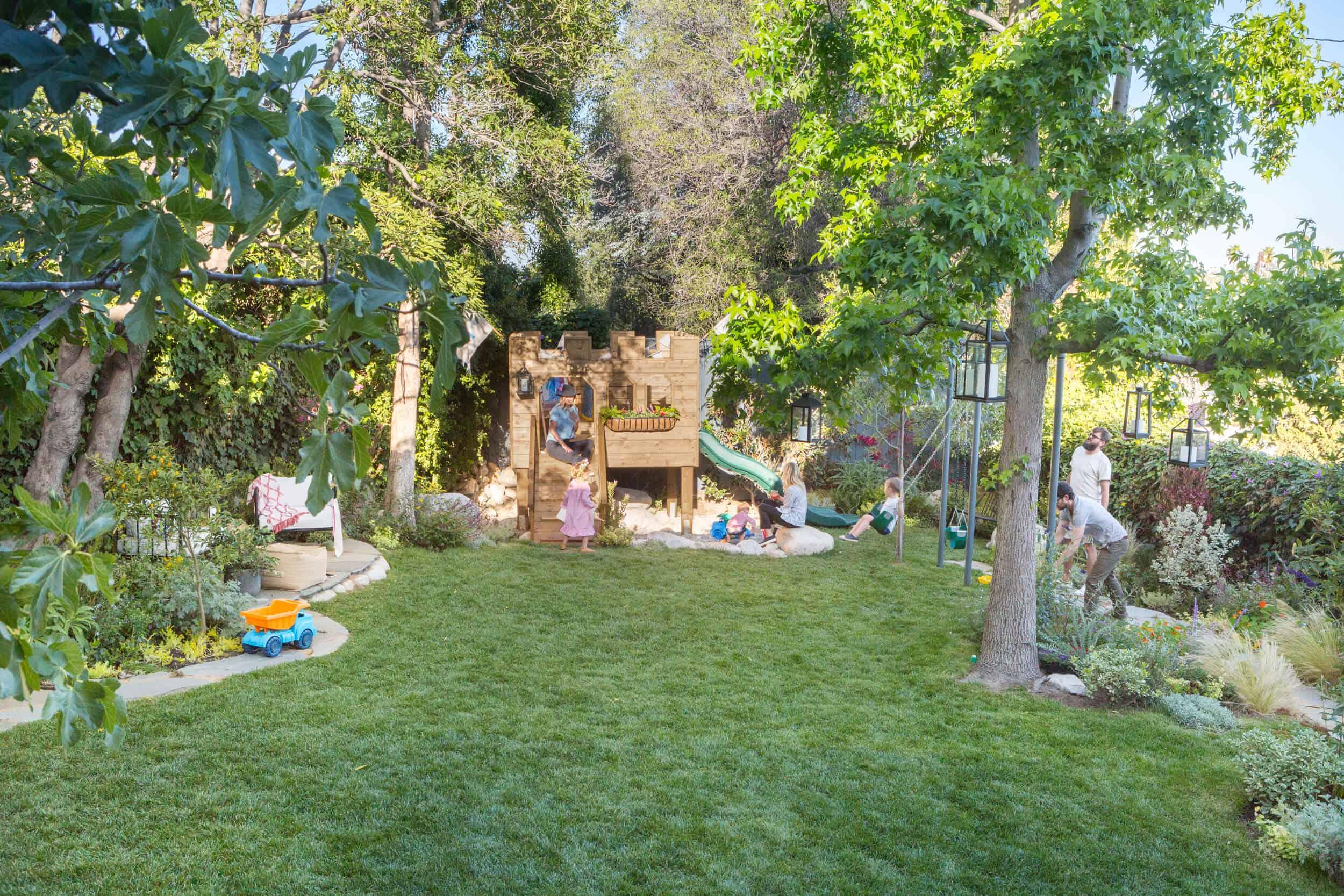 Emily-Henderson-Backyard-401
