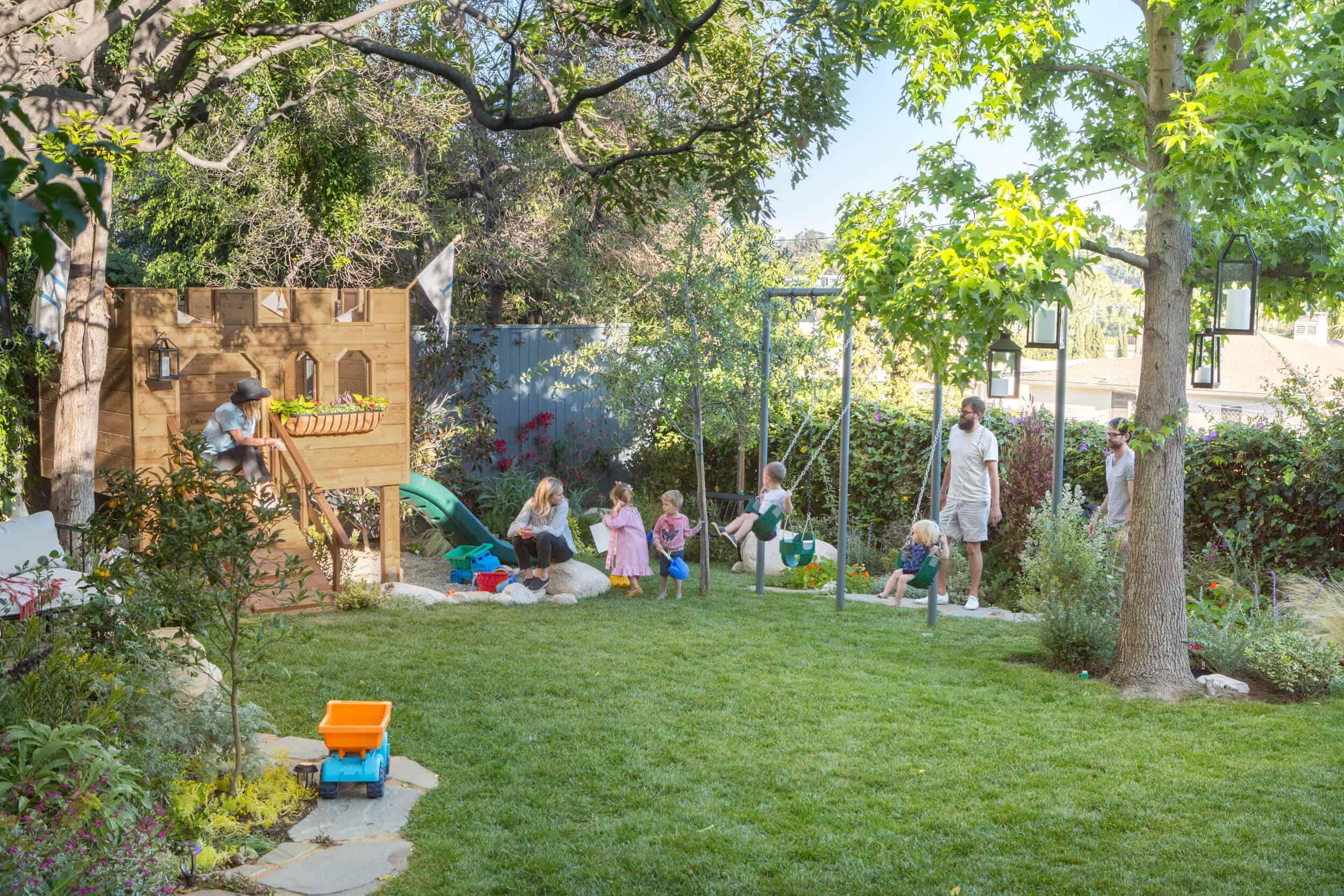 Emily-Henderson-Backyard-411
