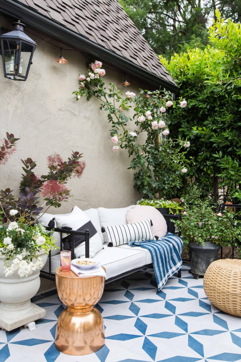 Emily-Henderson_House-Beautiful_Courtyard_Tile_Modern_English_Country_110
