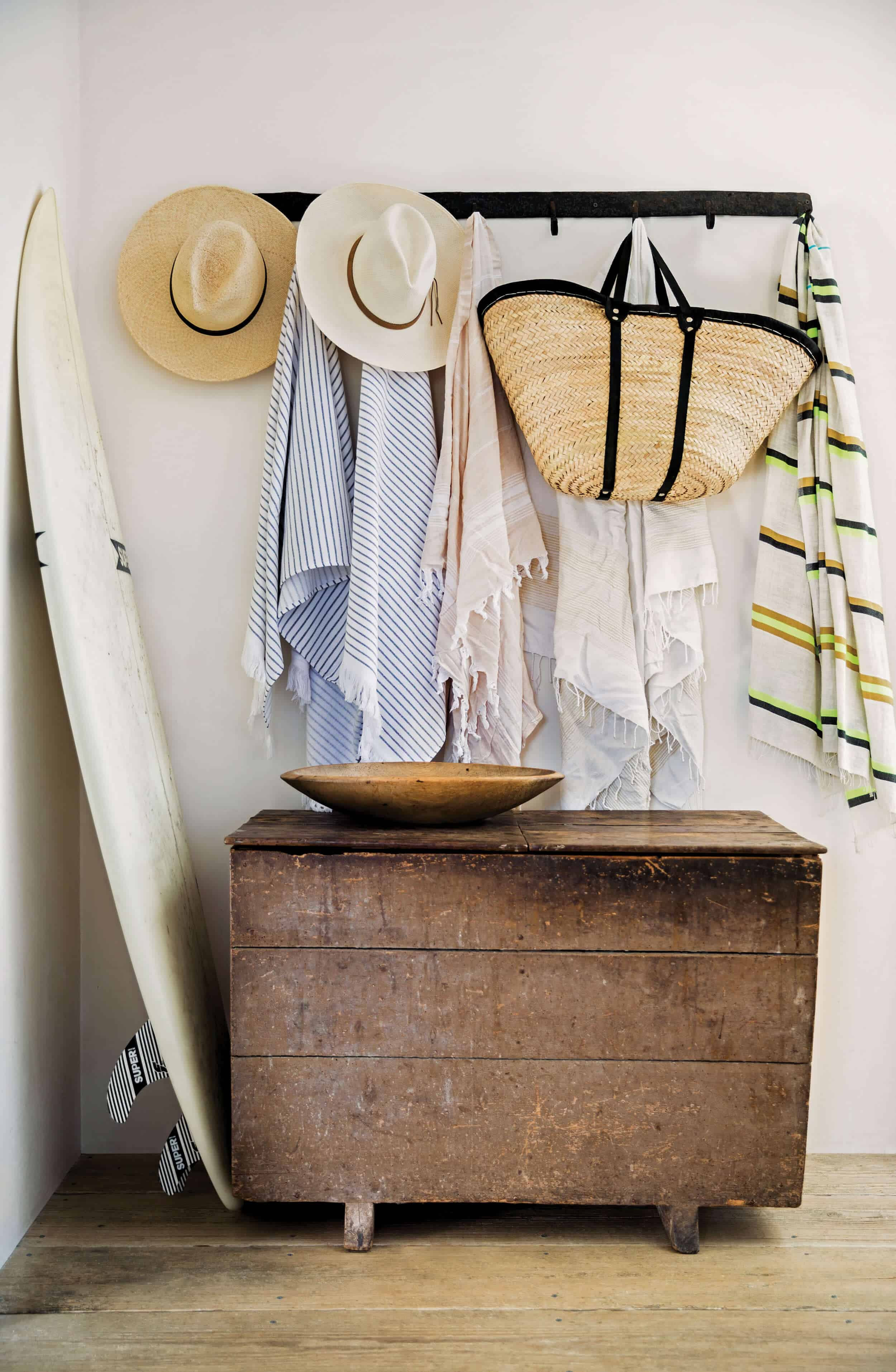 Emily-Henderson_Surf-Shack_Blonde-Wood_Raw_Woven_Leather_Tonal_Hipster_Minimal_1