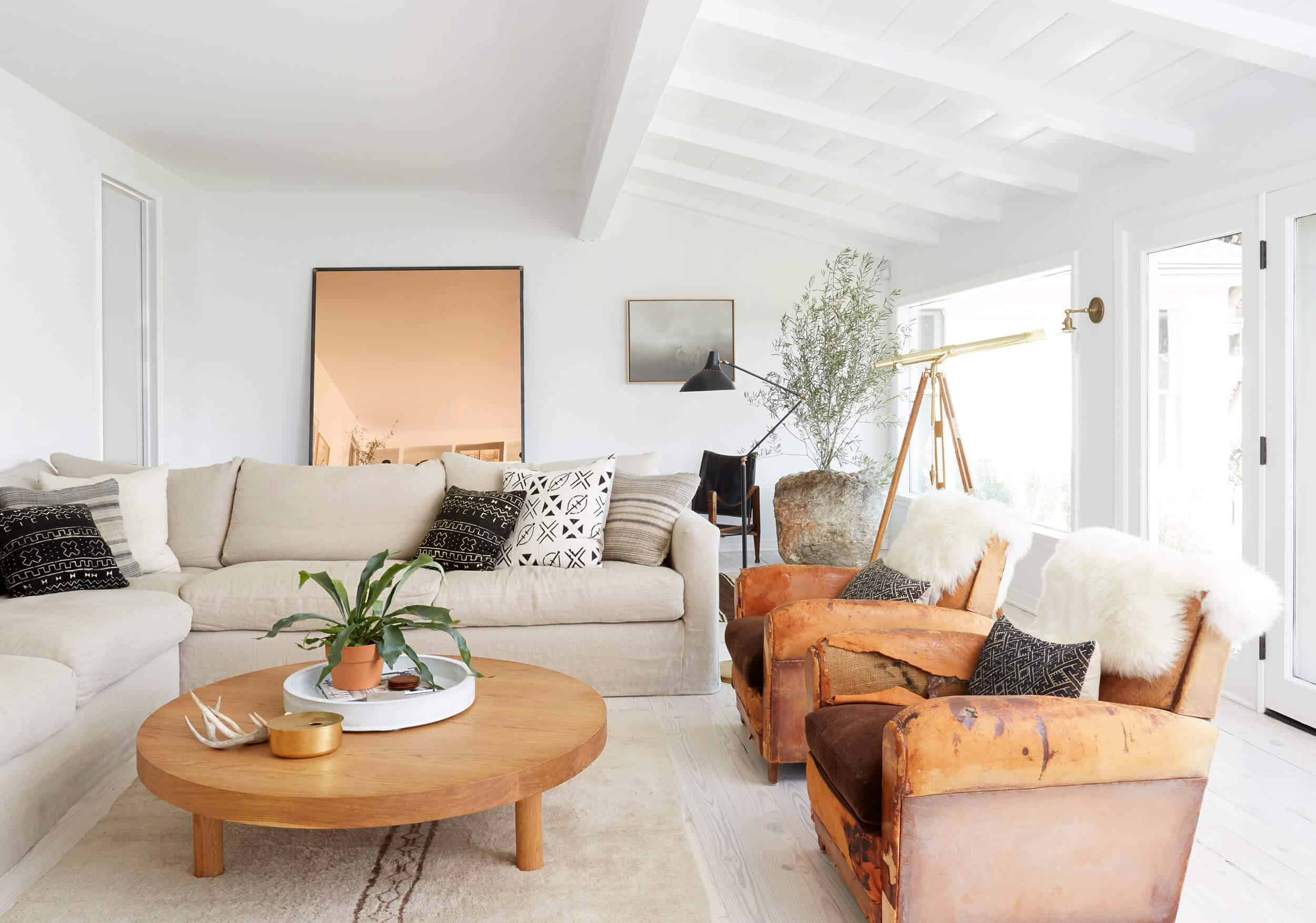 Emily-Henderson_Modern-Design-Trends_White_Minimal_Casual_Rustic_Simple_Relaxed_California_Effortless_17