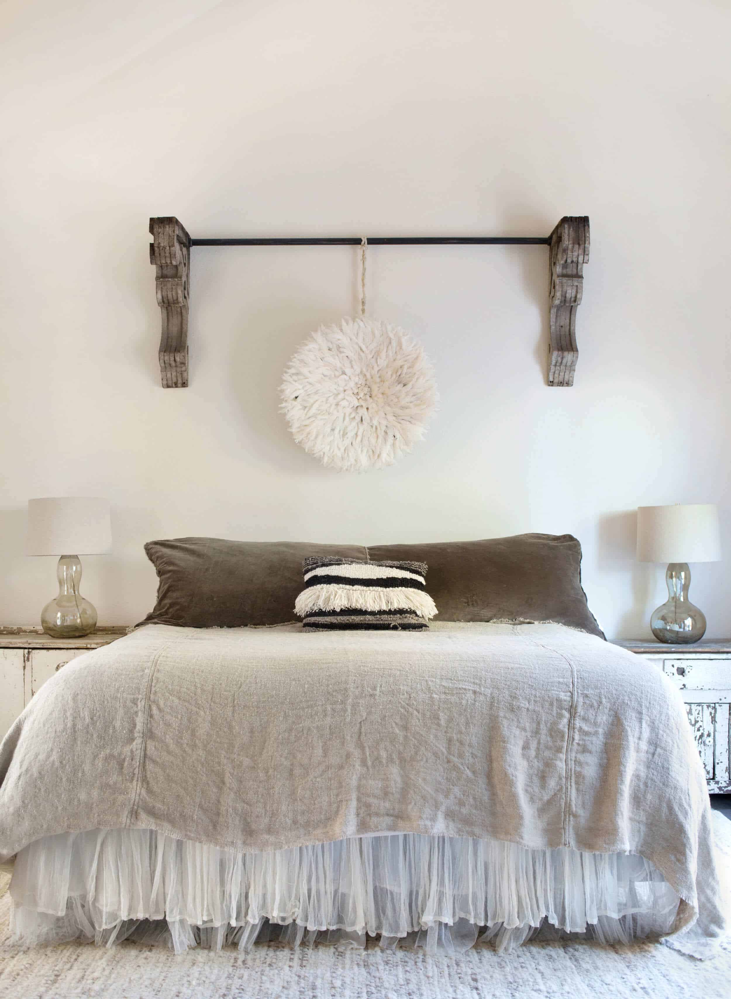 Emily-Henderson_Round-Top_Texas_Antique_Flea-Market_Shopping_EHD-Team_Event-Space_Modern-Farmhouse_Rustic_The-Vintage-Roundtop_32
