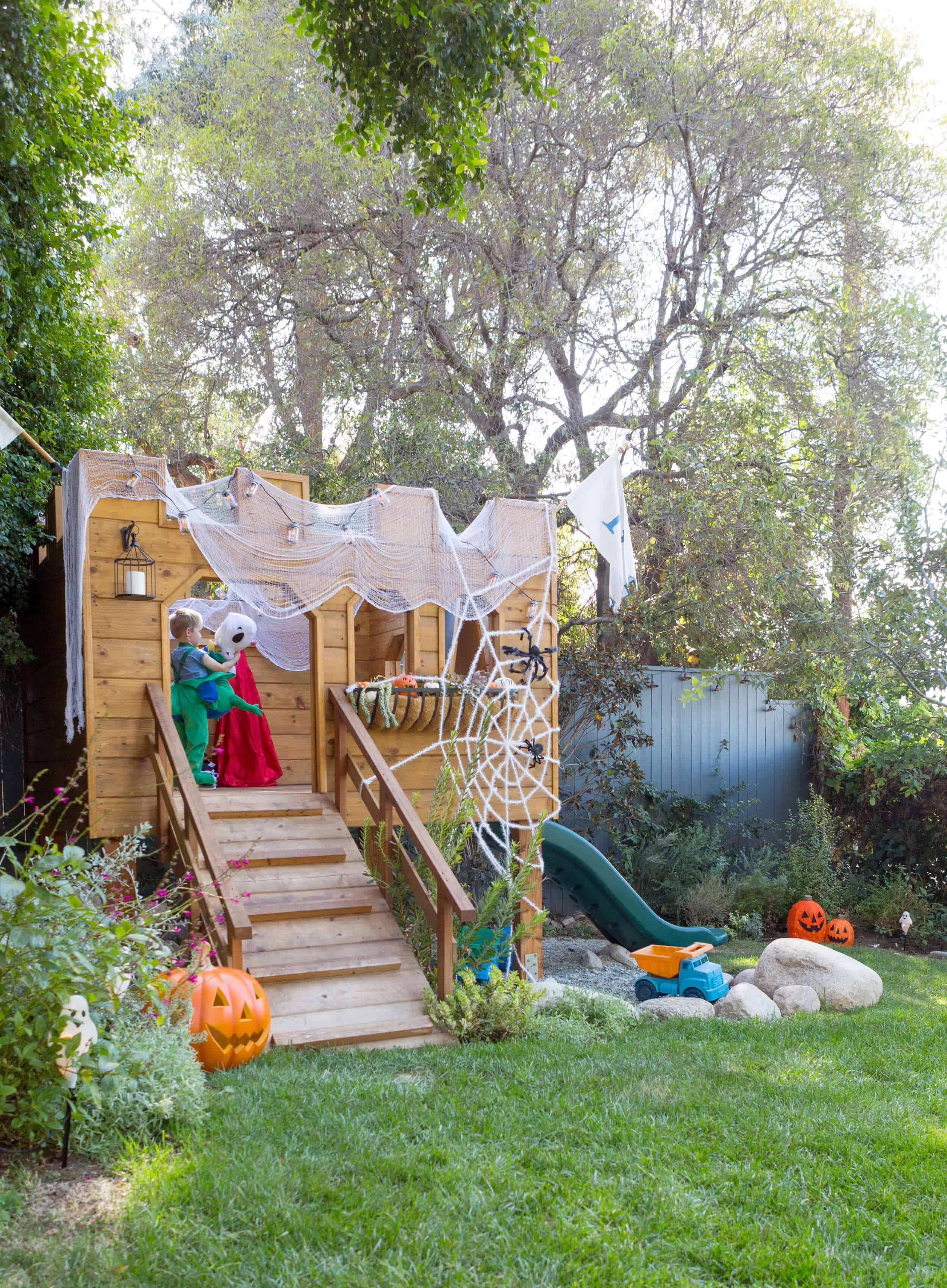 Backyard Halloween Decor Our Fave Tar Picks Emily