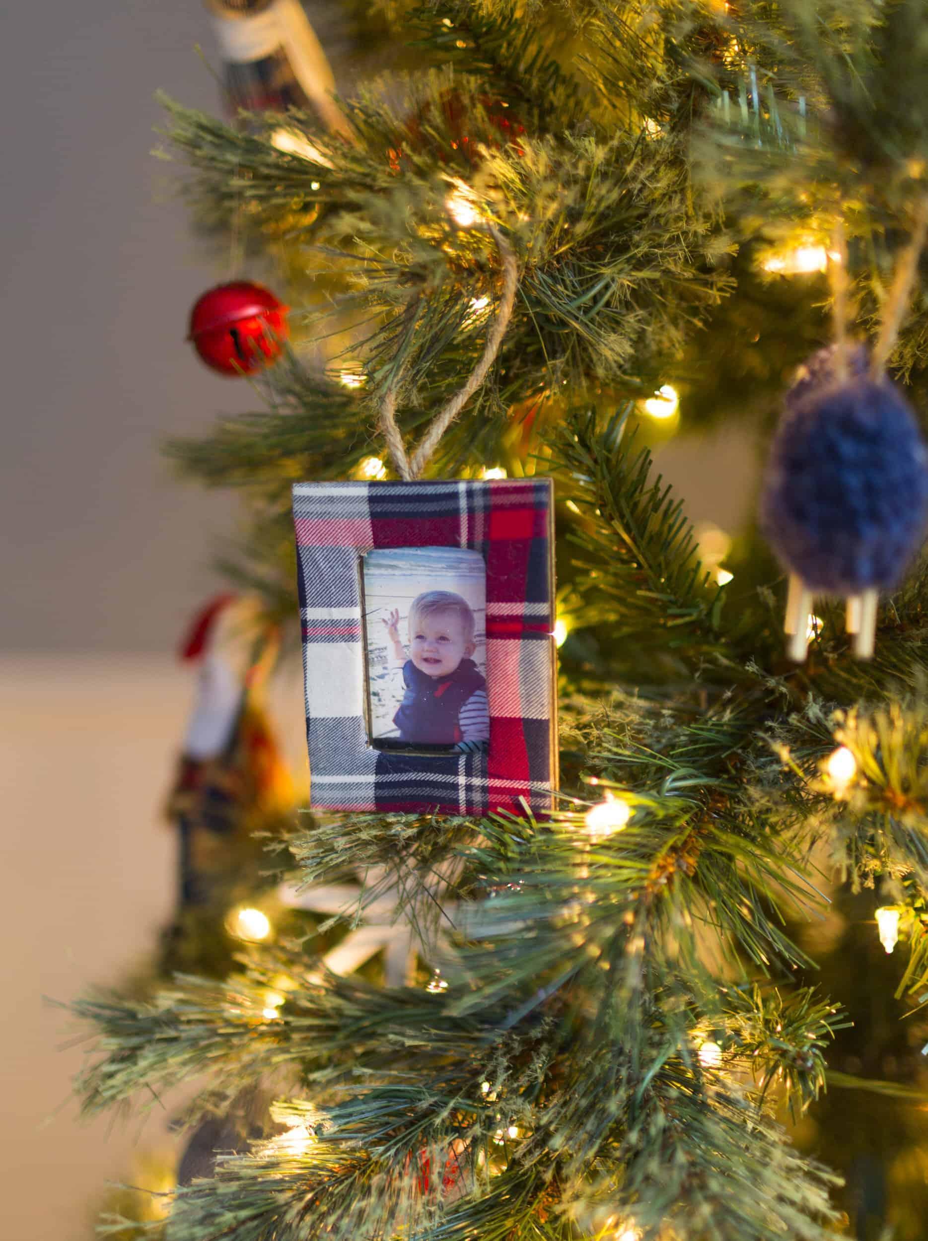 Emily Henderson Christmas Decorating Little Boys Room 241