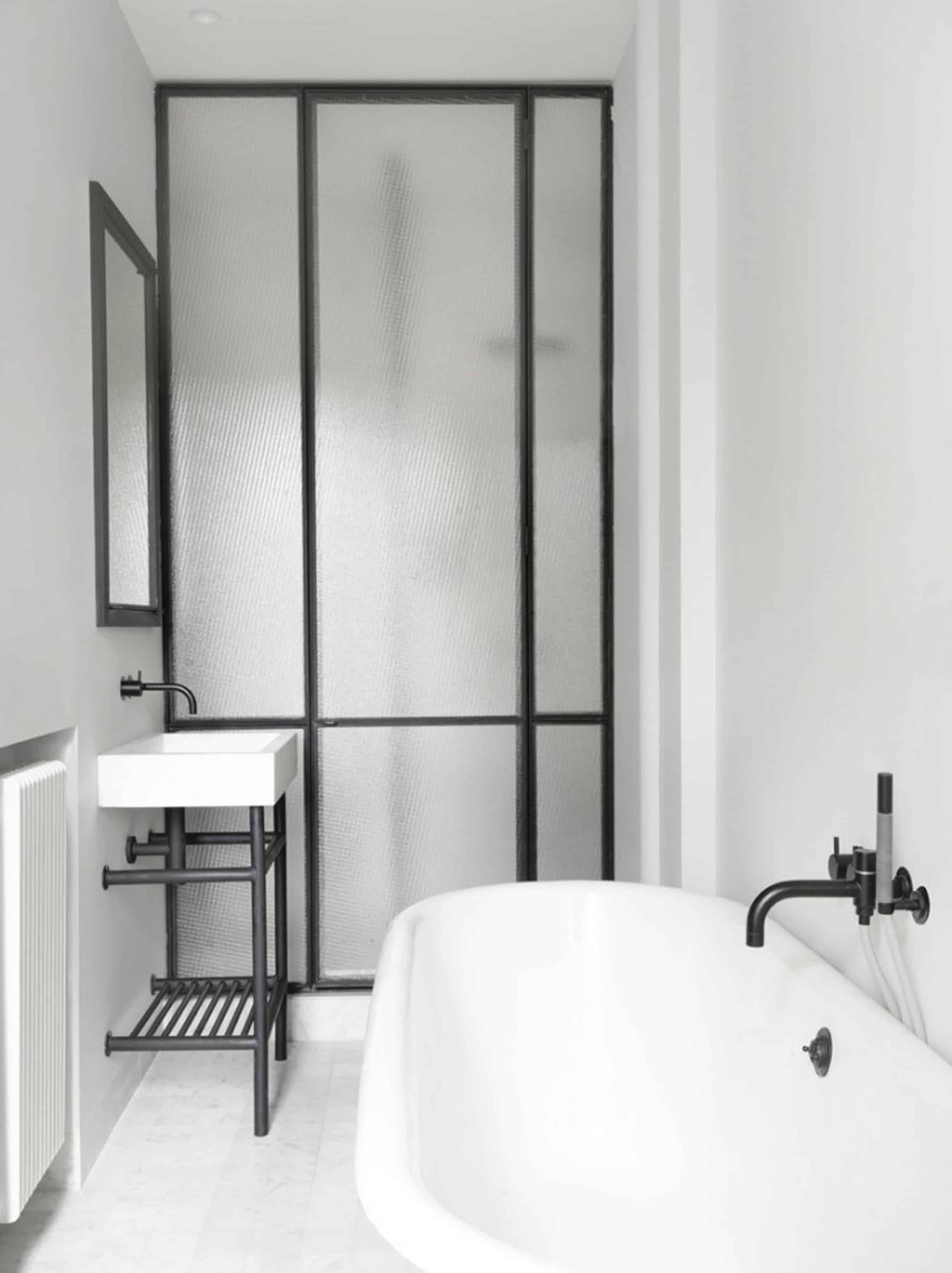 Emily Henderson Design Trends 2018 Bathroom Black Fixture 021